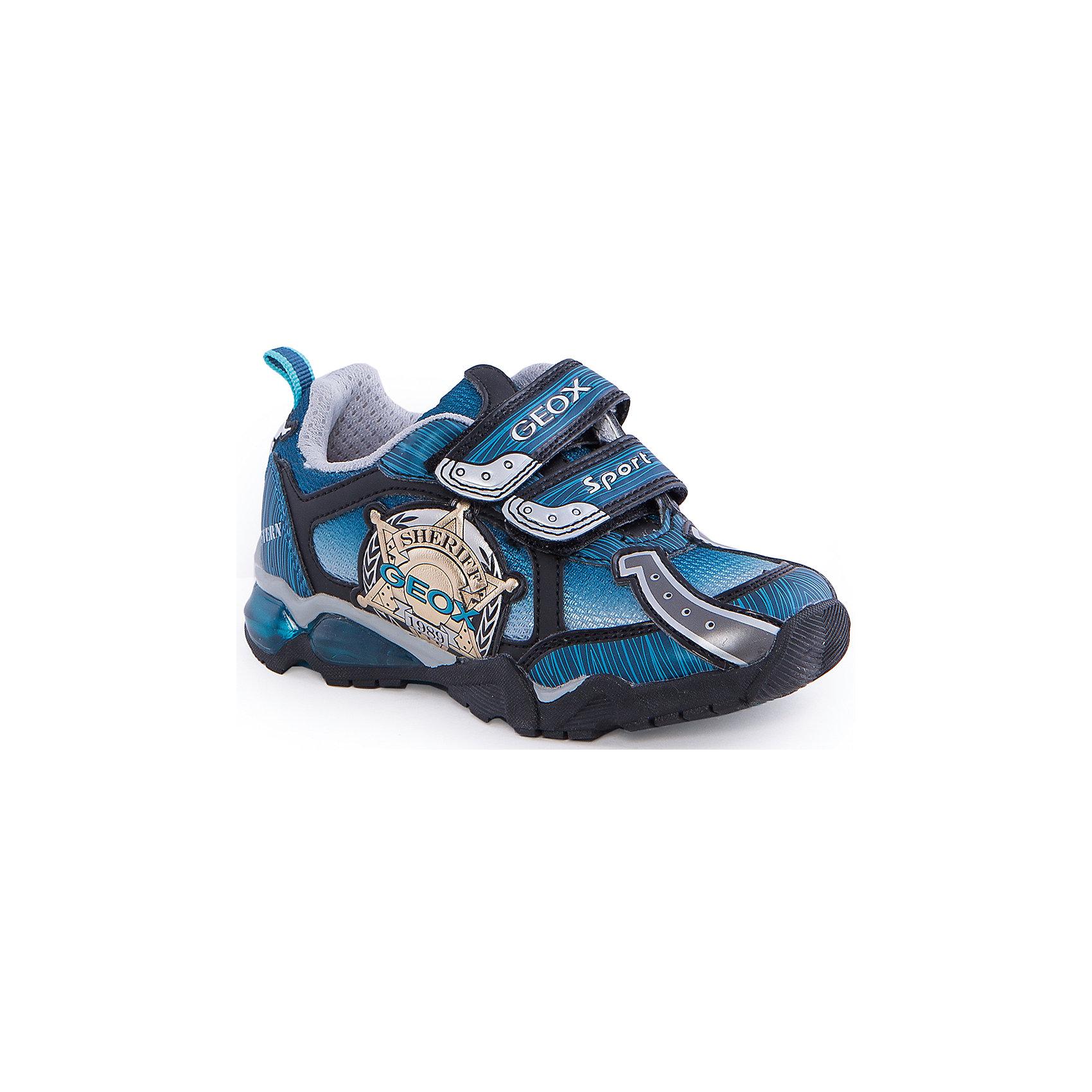 Кроссовки со светодиодами для мальчика GEOXКроссовки для мальчика от популярной марки GEOX (Геокс).<br><br>Эти модные и удобные кроссовки - отличная обувь для нового весеннего сезона. Модель очень стильно и оригинально смотрится.<br>Производитель обуви заботится не только о внешнем виде, но и стабильно высоком качестве продукции. GEOX (Геокс) разработал специальную дышащую подошву, которая не пропускает влагу внутрь, а также высокотехнологичную стельку.<br><br>Отличительные особенности модели:<br><br>- цвет: синий;<br>- декорированы аппликациями в тематике шериф;<br>- гибкая водоотталкивающая подошва с дышащей мембраной;<br>- мягкий и легкий верх;<br>- защита пальцев и пятки;<br>- стильный дизайн;<br>- удобная застежка-липучка;<br>- комфортное облегание;<br>- верх обуви и подкладка сделаны без использования хрома.<br><br>Дополнительная информация:<br><br>- Температурный режим: от +10° С до 25° С.<br><br>- Состав:<br><br>материал верха: текстиль, синтетический материал<br>материал подкладки: текстиль<br>подошва: 100% резина<br><br>Кроссовки для мальчика GEOX (Геокс) (Геокс) можно купить в нашем магазине.<br><br>Ширина мм: 250<br>Глубина мм: 150<br>Высота мм: 150<br>Вес г: 250<br>Цвет: синий<br>Возраст от месяцев: 96<br>Возраст до месяцев: 108<br>Пол: Мужской<br>Возраст: Детский<br>Размер: 32,34,35,31,28,26,33,27,29,30<br>SKU: 4519378