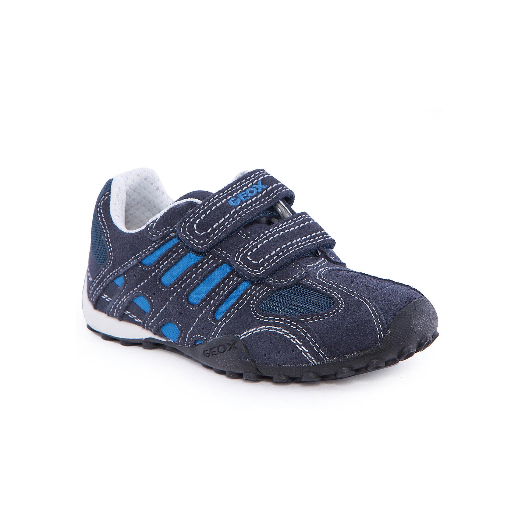 Кроссовки для мальчика GEOXКроссовки для мальчика от популярной марки GEOX (Геокс).<br><br>Стильные дышащие кроссовки - отличная обувь для нового летнего сезона. Эта модель создана специально для мальчиков, она очень стильно и оригинально смотрится.<br>Производитель обуви заботится не только о внешнем виде, но и стабильно высоком качестве продукции. GEOX (Геокс) разработал специальную высокотехнологичную стельку. Вся обувь делается только из качественных и надежных материалов.<br><br>Отличительные особенности модели:<br><br>- цвет: синий;<br>- декорирована контрастной прострочкой и яркими вставками;<br>- гибкая прочная подошва;<br>- мягкий и легкий верх;<br>- защита пятки и пальцев;<br>- стильный дизайн;<br>- удобные застежки - липучки;<br>- комфортное облегание.<br>- анатомическая антибактериальная противоударная стелька;<br>- подкладка - натуральная кожа;<br>- дышащие материалы (технология Geox Respira).<br><br>Дополнительная информация:<br><br>- Сезон: весна/лето.<br><br>- Состав:<br><br>материал верха: натуральная кожа, текстиль;<br>стелька: натуральная кожа;<br>подошва: полимер.<br><br>Кроссовки для мальчика GEOX (Геокс) можно купить в нашем магазине.<br><br>Ширина мм: 250<br>Глубина мм: 150<br>Высота мм: 150<br>Вес г: 250<br>Цвет: синий<br>Возраст от месяцев: 132<br>Возраст до месяцев: 144<br>Пол: Мужской<br>Возраст: Детский<br>Размер: 35,30,28,29,31,33,34,36,37,38,39,32<br>SKU: 4519389
