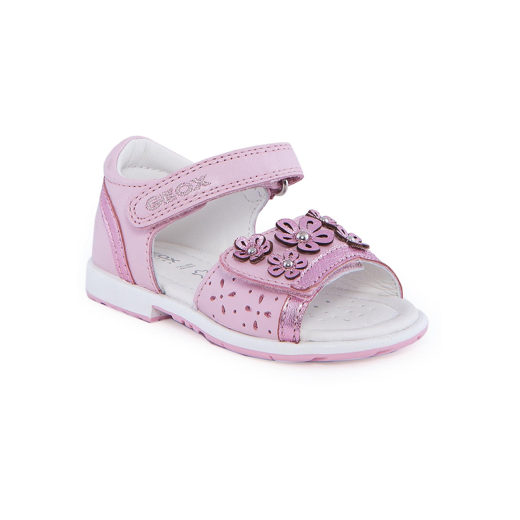 Босоножки для девочки GEOXБосоножки для девочки от популярной марки GEOX (Геокс).<br><br>Блестящие легкие босоножки - отличная обувь для нового летнего сезона. Эта модель создана специально для девочек, она очень стильно и оригинально смотрится.<br>Производитель обуви заботится не только о внешнем виде, но и стабильно высоком качестве продукции. GEOX (Геокс) разработал специальную высокотехнологичную стельку. Вся обувь делается только из качественных и надежных материалов.<br><br>Отличительные особенности модели:<br><br>- цвет: розовый;<br>- декорирована аппликацией, блестящими вставками и вышивкой;<br>- гибкая прочная подошва;<br>- мягкий и легкий верх;<br>- защита пятки;<br>- стильный дизайн;<br>- анатомическая стелька;<br>- удобные застежки - липучки;<br>- комфортное облегание.<br><br>Дополнительная информация:<br><br>- Сезон: весна/лето.<br><br>- Состав:<br><br>материал верха: натуральная кожа;<br>стелька: натуральная кожа;<br>подошва: полимер.<br><br>Босоножки для девочки GEOX (Геокс) можно купить в нашем магазине.<br><br>Ширина мм: 219<br>Глубина мм: 154<br>Высота мм: 121<br>Вес г: 343<br>Цвет: розовый<br>Возраст от месяцев: 18<br>Возраст до месяцев: 21<br>Пол: Женский<br>Возраст: Детский<br>Размер: 23,24,22,25,27,26<br>SKU: 4519513