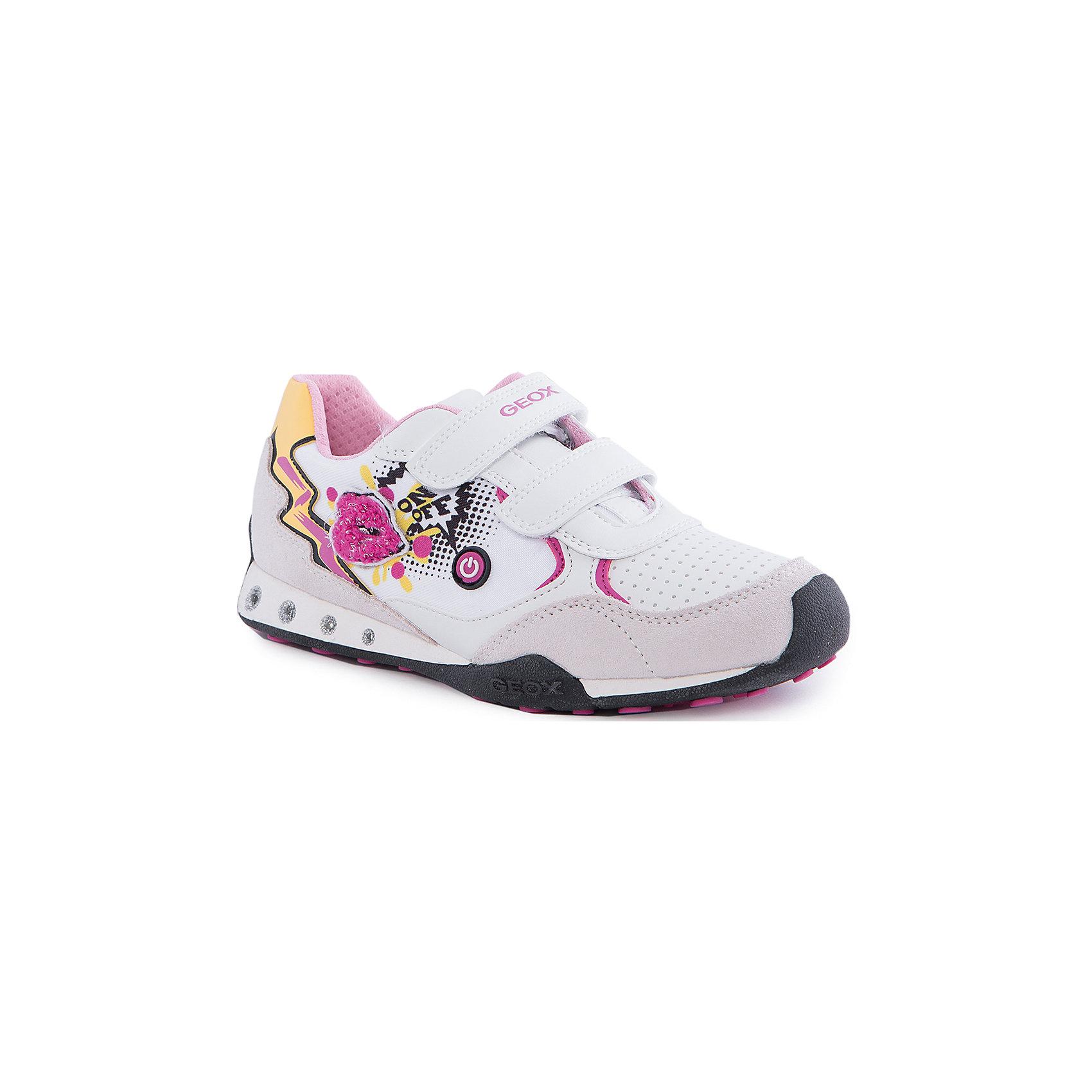 Кроссовки со светодиодами для девочки GEOXКроссовки для девочки от популярной марки GEOX (Геокс).<br><br>Оригинальные и удобные кроссовки - отличная обувь для нового весеннего сезона. Эта модель создана специально для девочек.<br>Производитель обуви заботится не только о внешнем виде, но и стабильно высоком качестве продукции. GEOX (Геокс) разработал специальную дышащую подошву, которая не пропускает влагу внутрь, а также высокотехнологичную стельку.<br><br>Отличительные особенности модели:<br><br>- цвет: белый;<br>- декорированы принтом и аппликацией;<br>- гибкая водоотталкивающая подошва с дышащей мембраной;<br>- мягкий и легкий верх;<br>- защита пальцев и пятки;<br>- стильный дизайн;<br>- удобная застежка-липучка;<br>- комфортное облегание;<br>- верх обуви и подкладка сделаны без использования хрома.<br><br>Дополнительная информация:<br><br>- Температурный режим: от +10° С до 25° С.<br><br>- Состав:<br><br>материал верха: текстиль, синтетический материал<br>материал подкладки: текстиль<br>подошва: 100% резина<br><br>Кроссовки для девочки GEOX (Геокс) (Геокс) можно купить в нашем магазине.<br><br>Ширина мм: 250<br>Глубина мм: 150<br>Высота мм: 150<br>Вес г: 250<br>Цвет: белый<br>Возраст от месяцев: 108<br>Возраст до месяцев: 120<br>Пол: Женский<br>Возраст: Детский<br>Размер: 33,32,29,28,27,30,31,34,35<br>SKU: 4519624