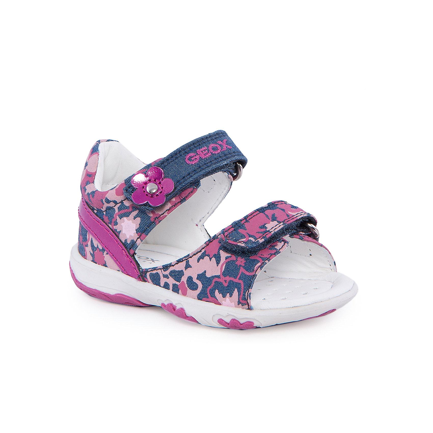Босоножки для девочки GEOXБосоножки для девочки от популярной марки GEOX (Геокс).<br><br>Модные босоножки - отличная обувь для нового летнего сезона. Эта модель создана специально для девочек, она очень стильно и оригинально смотрится.<br>Производитель обуви заботится не только о внешнем виде, но и стабильно высоком качестве продукции. GEOX (Геокс) разработал специальную высокотехнологичную стельку. Вся обувь делается только из качественных и надежных материалов.<br><br>Отличительные особенности модели:<br><br>- цвет: синий;<br>- декорирована принтом, аппликацией и вышивкой;<br>- гибкая прочная подошва;<br>- мягкий и легкий верх;<br>- защита пятки;<br>- стильный дизайн;<br>- анатомическая дышащая стелька;<br>- удобные застежки - липучки;<br>- комфортное облегание.<br><br>Дополнительная информация:<br><br>- Сезон: весна/лето.<br><br>- Состав:<br><br>материал верха: текстиль;<br>стелька: натуральная кожа;<br>подошва: полимер.<br><br>Босоножки для девочки GEOX (Геокс) можно купить в нашем магазине.<br><br>Ширина мм: 262<br>Глубина мм: 176<br>Высота мм: 97<br>Вес г: 427<br>Цвет: синий<br>Возраст от месяцев: 9<br>Возраст до месяцев: 12<br>Пол: Женский<br>Возраст: Детский<br>Размер: 23,25,20,24,22,21<br>SKU: 4519670