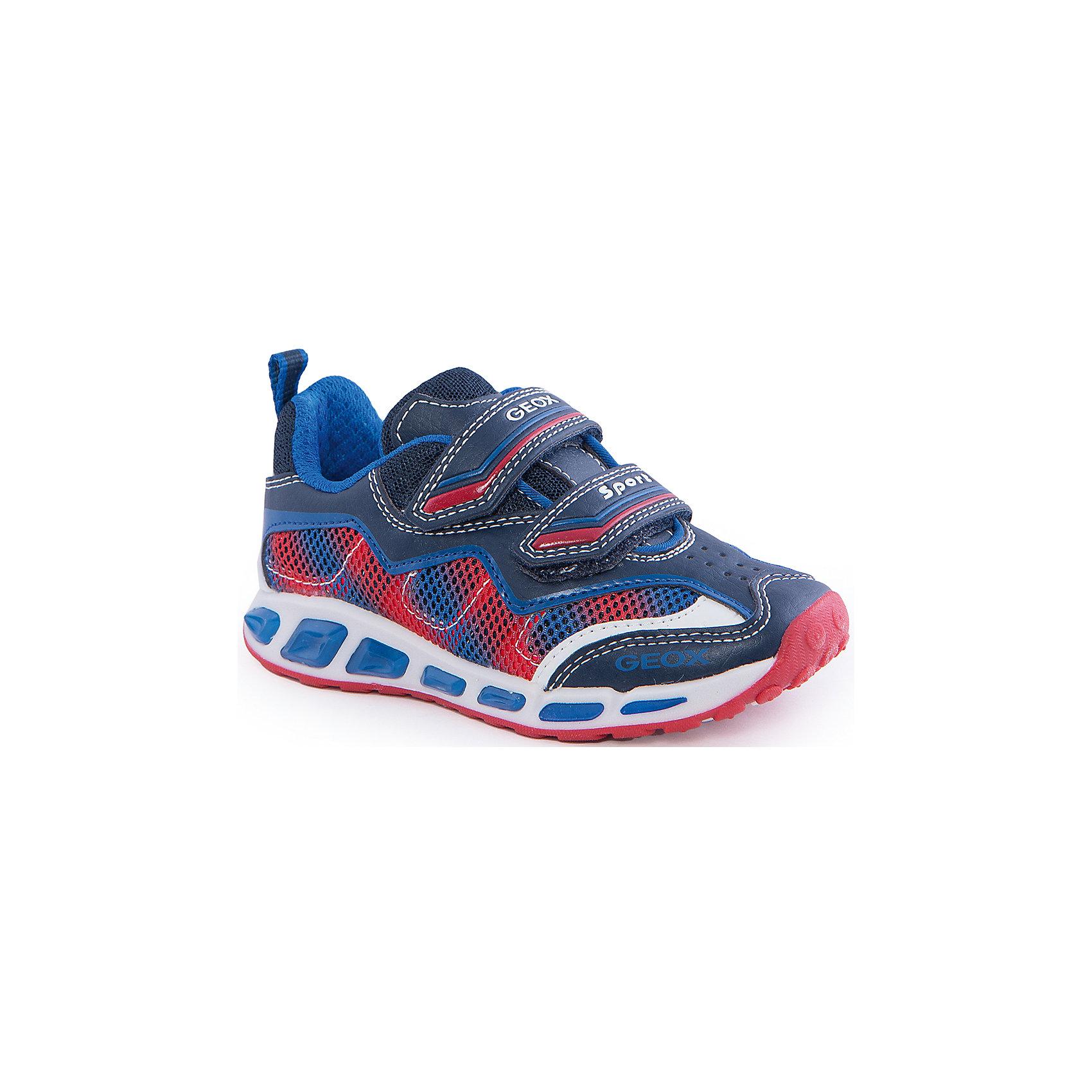 Кроссовки со светодиодами для мальчика GEOXКроссовки для мальчика от популярной марки GEOX (Геокс).<br><br>Эти легкие кроссовки - отличная обувь для нового весеннего сезона. Модель очень стильно и оригинально смотрится.<br>Производитель обуви заботится не только о внешнем виде, но и стабильно высоком качестве продукции. GEOX (Геокс) разработал специальную дышащую подошву, которая не пропускает влагу внутрь, а также высокотехнологичную стельку.<br><br>Отличительные особенности модели:<br><br>- цвет: синий;<br>- декорированы белыми и красными элементами;<br>- гибкая водоотталкивающая подошва с дышащей мембраной;<br>- мягкий и легкий верх;<br>- защита пальцев и пятки;<br>- стильный дизайн;<br>- удобная застежка-липучка;<br>- комфортное облегание;<br>- верх обуви и подкладка сделаны без использования хрома.<br><br>Дополнительная информация:<br><br>- Температурный режим: от +10° С до 25° С.<br><br>- Состав:<br><br>материал верха: текстиль, синтетический материал<br>материал подкладки: текстиль<br>подошва: 100% резина<br><br>Кроссовки для мальчика GEOX (Геокс) (Геокс) можно купить в нашем магазине.<br><br>Ширина мм: 250<br>Глубина мм: 150<br>Высота мм: 150<br>Вес г: 250<br>Цвет: синий<br>Возраст от месяцев: 24<br>Возраст до месяцев: 36<br>Пол: Мужской<br>Возраст: Детский<br>Размер: 26,35,38,27,28,29,31,32,34,36,37,33,30<br>SKU: 4519781