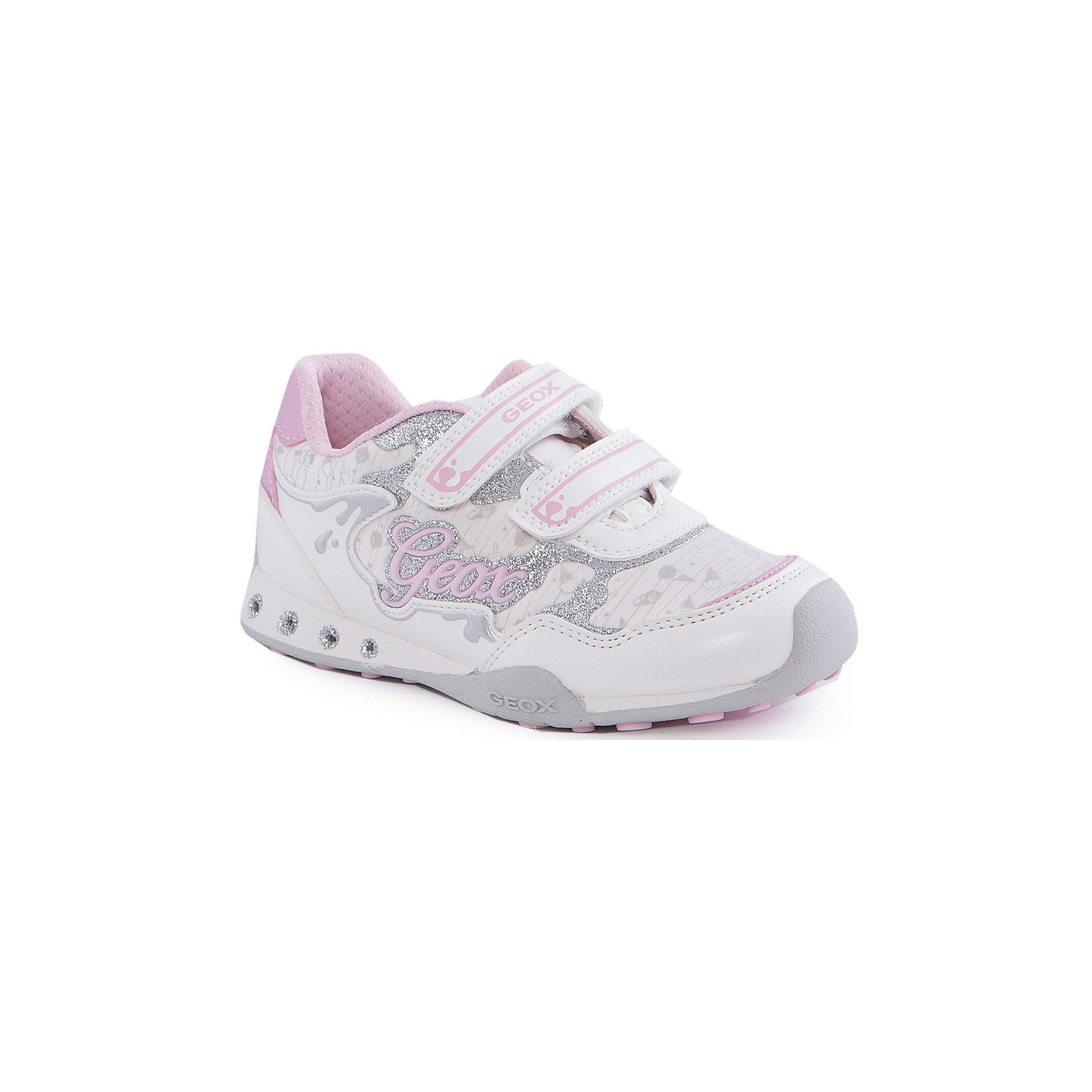 Кроссовки со светодиодами для девочки GEOXКроссовки для девочки от популярной марки GEOX (Геокс).<br><br>Модные легкие кроссовки - отличная обувь для нового весеннего сезона. Модель очень стильно и оригинально смотрится.<br>Производитель обуви заботится не только о внешнем виде, но и стабильно высоком качестве продукции. GEOX (Геокс) разработал специальную дышащую подошву, которая не пропускает влагу внутрь, а также высокотехнологичную стельку.<br><br>Отличительные особенности модели:<br><br>- цвет: белый;<br>- декорированы серебристыми и розовыми элементами;<br>- гибкая водоотталкивающая подошва с дышащей мембраной;<br>- мягкий и легкий верх;<br>- защита пальцев;<br>- стильный дизайн;<br>- удобные застежки-липучки;<br>- комфортное облегание;<br>- верх обуви и подкладка сделаны без использования хрома.<br><br>Дополнительная информация:<br><br>- Температурный режим: от +10° С до 25° С.<br><br>- Состав:<br><br>материал верха: текстиль, синтетический материал<br>материал подкладки: текстиль<br>подошва: резина<br><br>Кроссовки для девочки GEOX (Геокс) (Геокс) можно купить в нашем магазине.<br><br>Ширина мм: 250<br>Глубина мм: 150<br>Высота мм: 150<br>Вес г: 250<br>Цвет: белый<br>Возраст от месяцев: 132<br>Возраст до месяцев: 144<br>Пол: Женский<br>Возраст: Детский<br>Размер: 35,27,28,30,31,32,33,34,29<br>SKU: 4519794