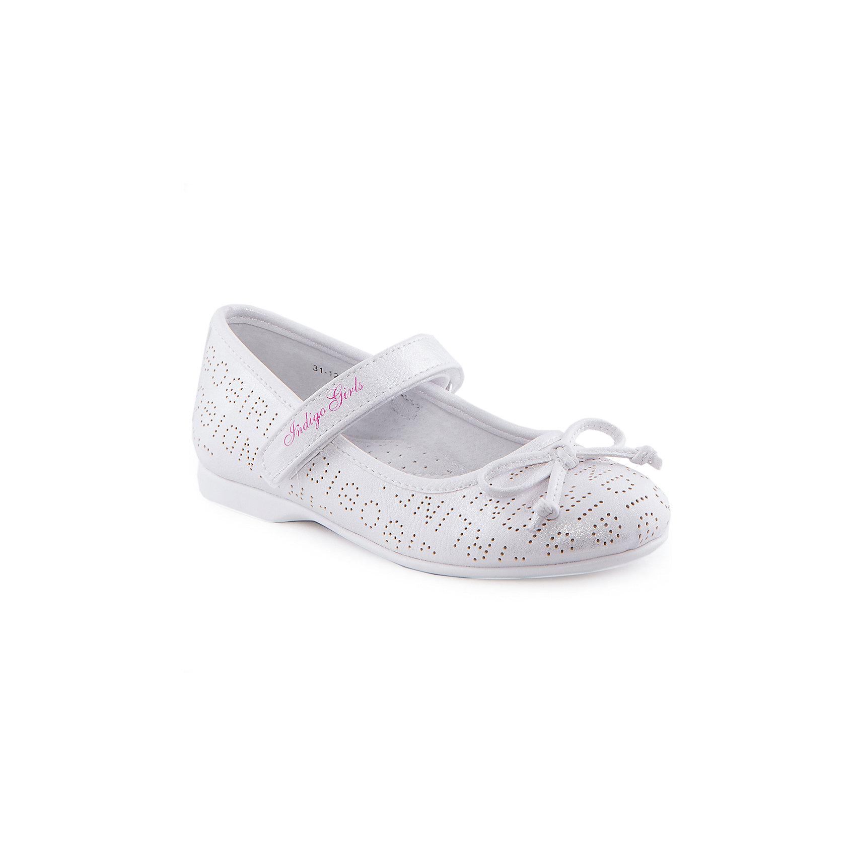 Туфли для девочки Indigo kidsТуфли<br>Туфли для девочки от известного бренда Indigo kids.<br><br>Нарядные и удобные туфли отлично подойдут к праздничному платью, а также помогут оживить повседневный наряд. Они легко надеваются, комфортно садятся по ноге. <br><br>Особенности модели:<br><br>- цвет: серебристо-белый;<br>- стильный дизайн;<br>- удобная колодка;<br>- подкладка из натуральной кожи;<br>- перфорация в передней части изделия, обеспечивающая вентиляцию;<br>- украшение - бант из кожи;<br>- устойчивая нескользящая подошва;<br>- застежка - липучка.<br><br>Дополнительная информация:<br><br>Состав:<br><br>верх – искусственная кожа;<br>подкладка - натуральная кожа;<br>подошва - ТЭП.<br><br>Туфли для девочки Indigo kids (Индиго Кидс) можно купить в нашем магазине.<br><br>Ширина мм: 227<br>Глубина мм: 145<br>Высота мм: 124<br>Вес г: 325<br>Цвет: белый<br>Возраст от месяцев: 60<br>Возраст до месяцев: 72<br>Пол: Женский<br>Возраст: Детский<br>Размер: 29,32,33,31,30,28<br>SKU: 4519866