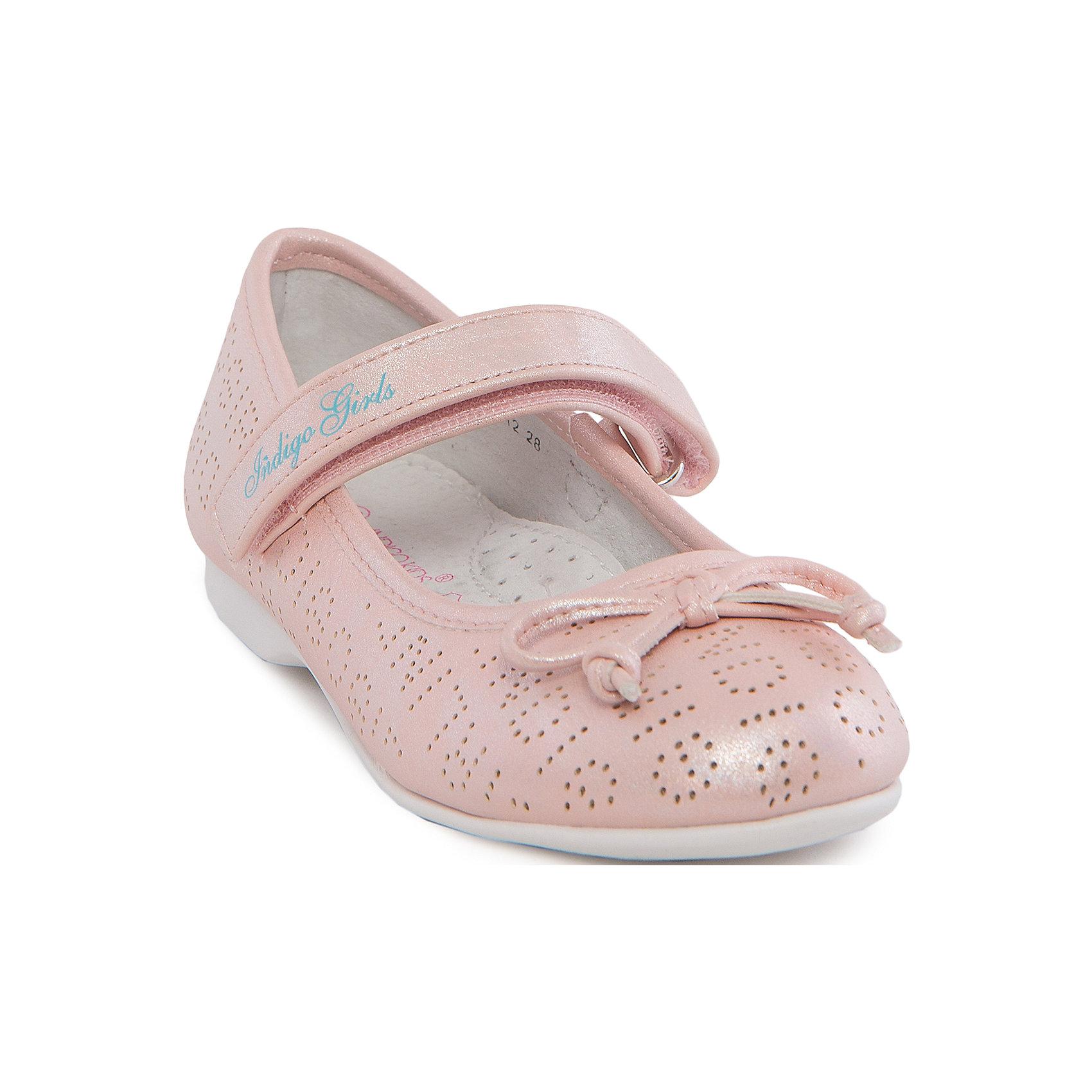 Туфли для девочки Indigo kidsТуфли<br>Туфли для девочки от известного бренда Indigo kids.<br><br>Модные блестящие туфли отлично подойдут к праздничному платью, а также помогут оживить даже повседневный наряд. Они легко надеваются, комфортно садятся по ноге. <br><br>Особенности модели:<br><br>- цвет: розовый;<br>- стильный дизайн;<br>- удобная колодка;<br>- подкладка из натуральной кожи;<br>- перфорация в передней части изделия, обеспечивающая вентиляцию;<br>- украшение - бант из кожи;<br>- устойчивая нескользящая подошва;<br>- застежка - липучка.<br><br>Дополнительная информация:<br><br>Состав:<br><br>верх – искусственная кожа;<br>подкладка - натуральная кожа;<br>подошва - ТЭП.<br><br>Туфли для девочки Indigo kids (Индиго Кидс) можно купить в нашем магазине.<br><br>Ширина мм: 227<br>Глубина мм: 145<br>Высота мм: 124<br>Вес г: 325<br>Цвет: розовый<br>Возраст от месяцев: 96<br>Возраст до месяцев: 108<br>Пол: Женский<br>Возраст: Детский<br>Размер: 32,28,33,31,30,29<br>SKU: 4519873