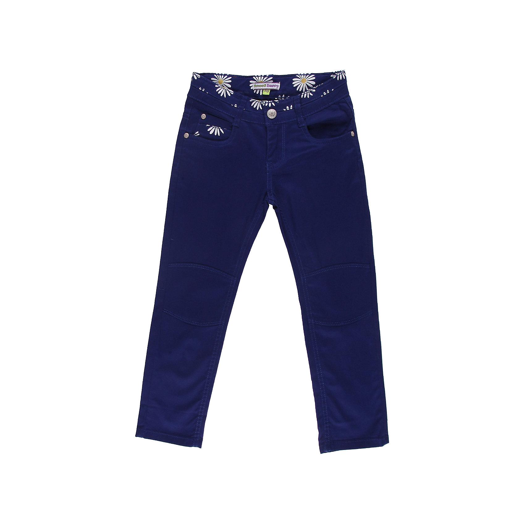Брюки для девочки Sweet BerryБрюки<br>Текстильные брюки с цветочной отделкой. С регулировкой внутри по пояс.<br>Состав:<br>98% хлопок, 2% эластан<br><br>Ширина мм: 215<br>Глубина мм: 88<br>Высота мм: 191<br>Вес г: 336<br>Цвет: синий<br>Возраст от месяцев: 48<br>Возраст до месяцев: 60<br>Пол: Женский<br>Возраст: Детский<br>Размер: 110,104,98,128,122,116<br>SKU: 4520810