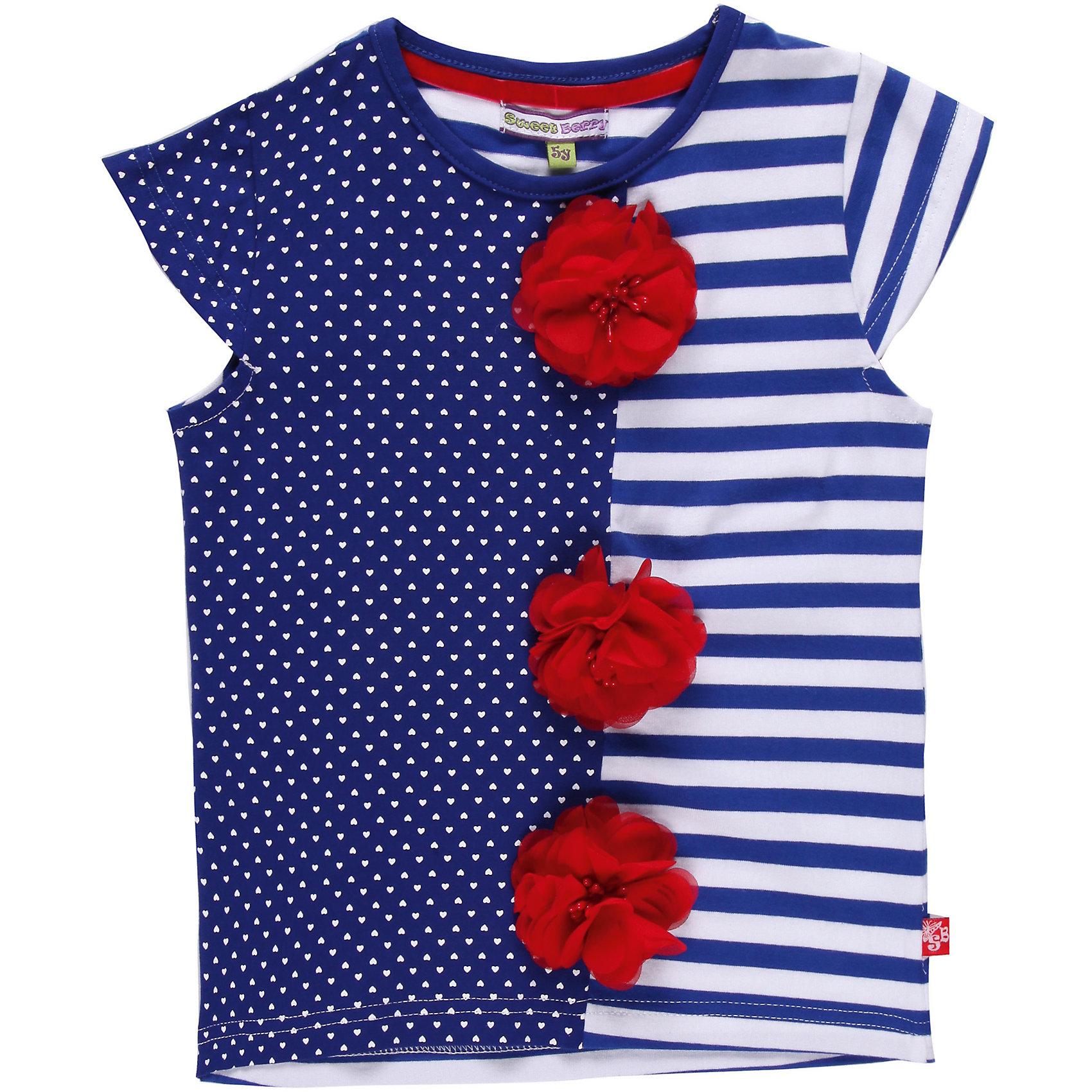 Футболка для девочки Sweet BerryФутболки, поло и топы<br>Трикотажная футболка. Комбинация двух тканей и декор объемными цветами.<br>Состав:<br>95% хлопок, 5% эластан<br><br>Ширина мм: 199<br>Глубина мм: 10<br>Высота мм: 161<br>Вес г: 151<br>Цвет: белый/синий<br>Возраст от месяцев: 36<br>Возраст до месяцев: 48<br>Пол: Женский<br>Возраст: Детский<br>Размер: 104,122,98,128,116,110<br>SKU: 4521000