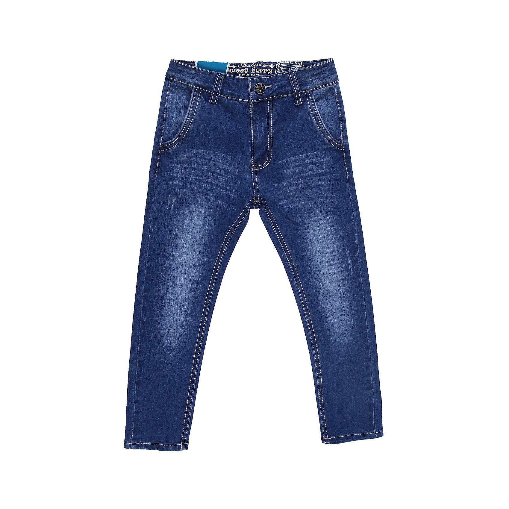 Джинсы для мальчика Sweet BerryДжинсовая одежда<br>Классические джинсы для мальчика, пояс с внутренней резинкой на пуговицах, для лучшей посадки,<br>Состав:<br>98% хлопок 2%эластан<br><br>Ширина мм: 215<br>Глубина мм: 88<br>Высота мм: 191<br>Вес г: 336<br>Цвет: синий<br>Возраст от месяцев: 24<br>Возраст до месяцев: 36<br>Пол: Мужской<br>Возраст: Детский<br>Размер: 98,110,122,104,128,116<br>SKU: 4522568