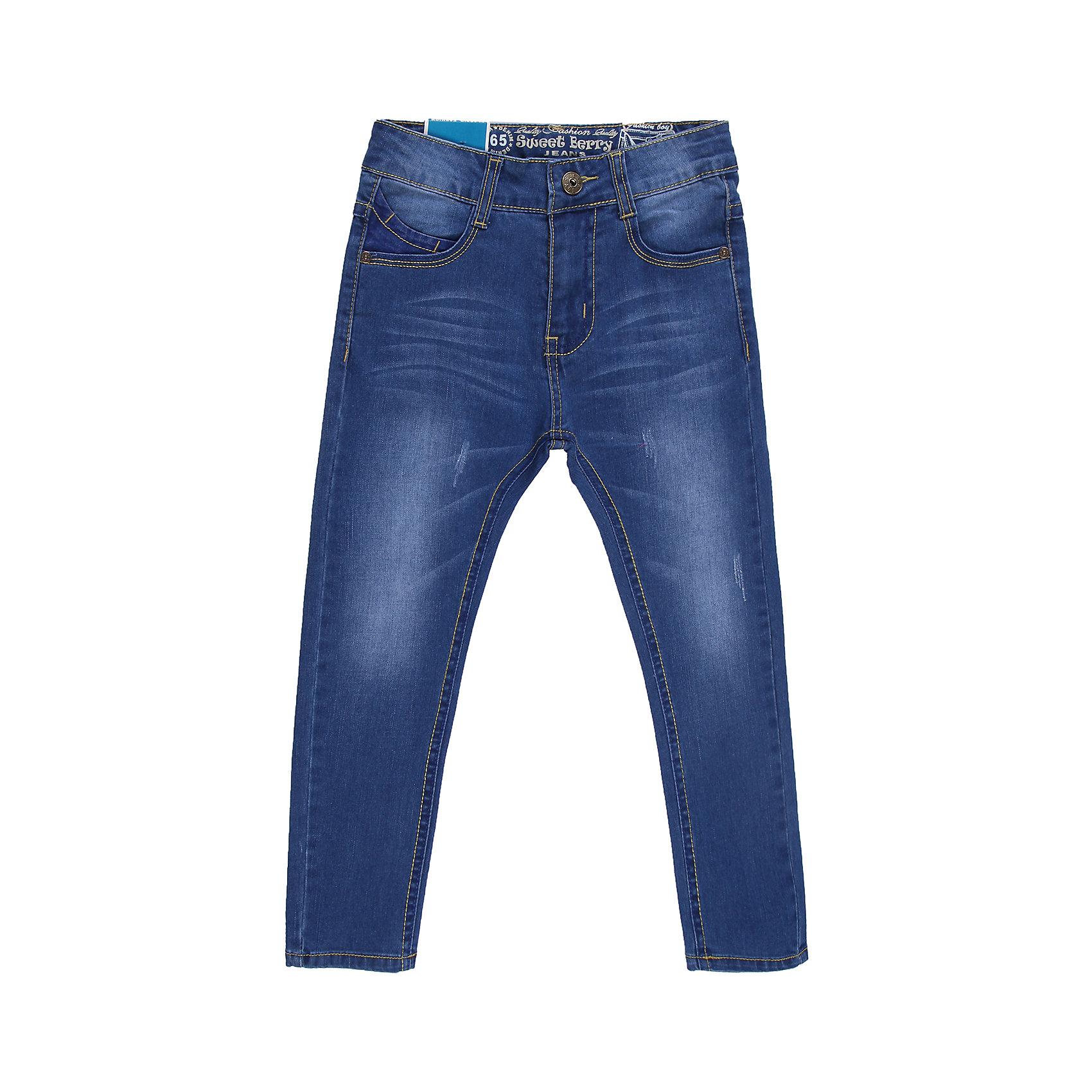 Джинсы для мальчика Sweet BerryУдобные джинсы на каждый день.  Четыре функциональных кармана, пояс регулируется внутренней резинкой.<br>Состав:<br>98% хлопок 2%эластан<br><br>Ширина мм: 215<br>Глубина мм: 88<br>Высота мм: 191<br>Вес г: 336<br>Цвет: синий<br>Возраст от месяцев: 36<br>Возраст до месяцев: 48<br>Пол: Мужской<br>Возраст: Детский<br>Размер: 104,98,128,116,110,122<br>SKU: 4522782