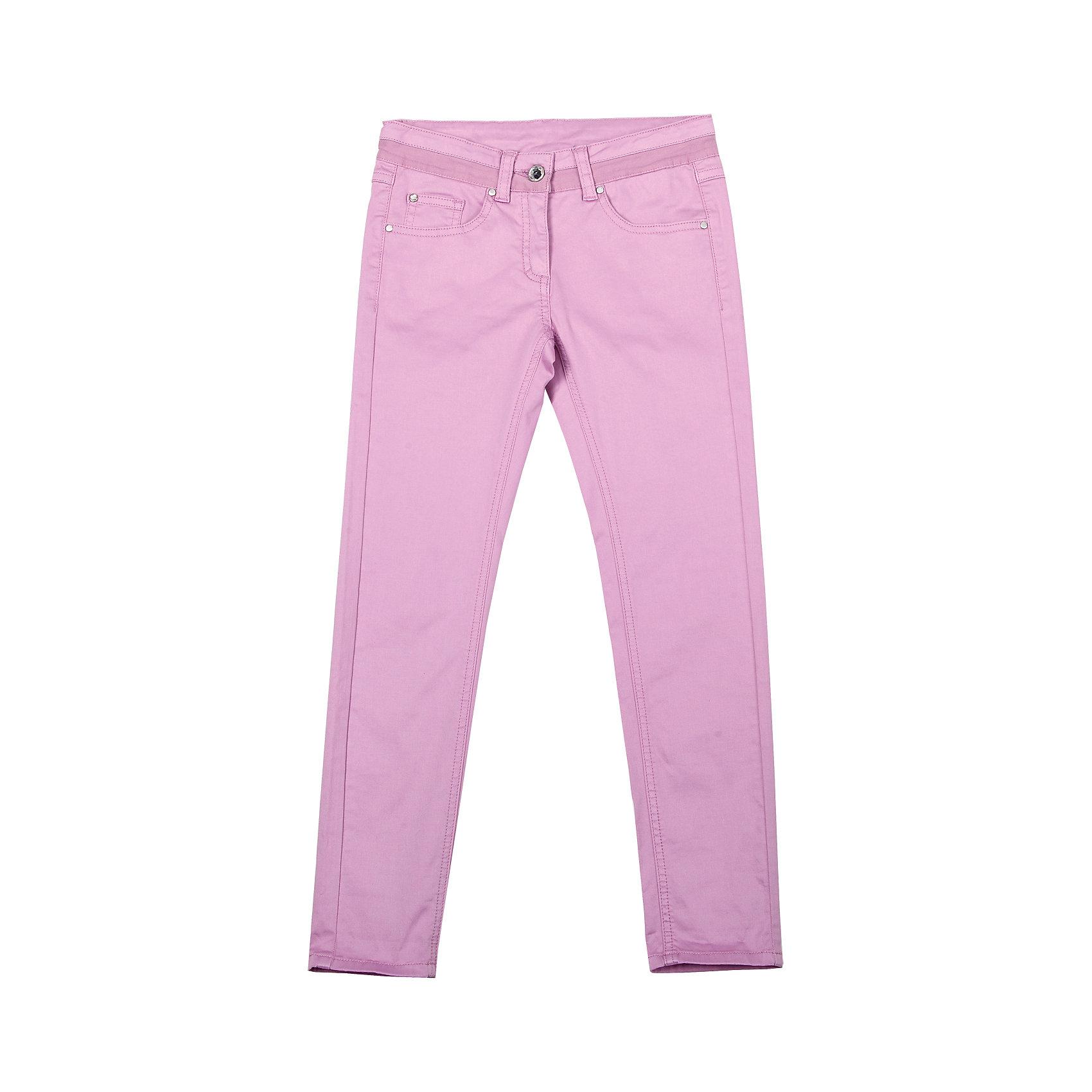 Брюки для девочки GulliverБрюки<br>Цветные узкие брюки - хит сезона Весна-Лето 2016! Выполненные из хлопка с эластаном, брюки идеально садятся на любую фигуру, обеспечивая комфорт в повседневной носке. Розовые брюки для девочки - изделие из разряда must have! Они выглядят нежно, женственно, при этом соответствуют самым актуальным трендам сезона. Если вы решили купить отличные брюки на каждый день, обратите внимание на эти! Они прекрасно гармонируют с любым верхом из коллекции Апрель, создавая красивый благородный образ.<br>Состав:<br>98% хлопок 2% эластан<br><br>Ширина мм: 215<br>Глубина мм: 88<br>Высота мм: 191<br>Вес г: 336<br>Цвет: розовый<br>Возраст от месяцев: 132<br>Возраст до месяцев: 144<br>Пол: Женский<br>Возраст: Детский<br>Размер: 152,134,158,146,140,128<br>SKU: 4534427
