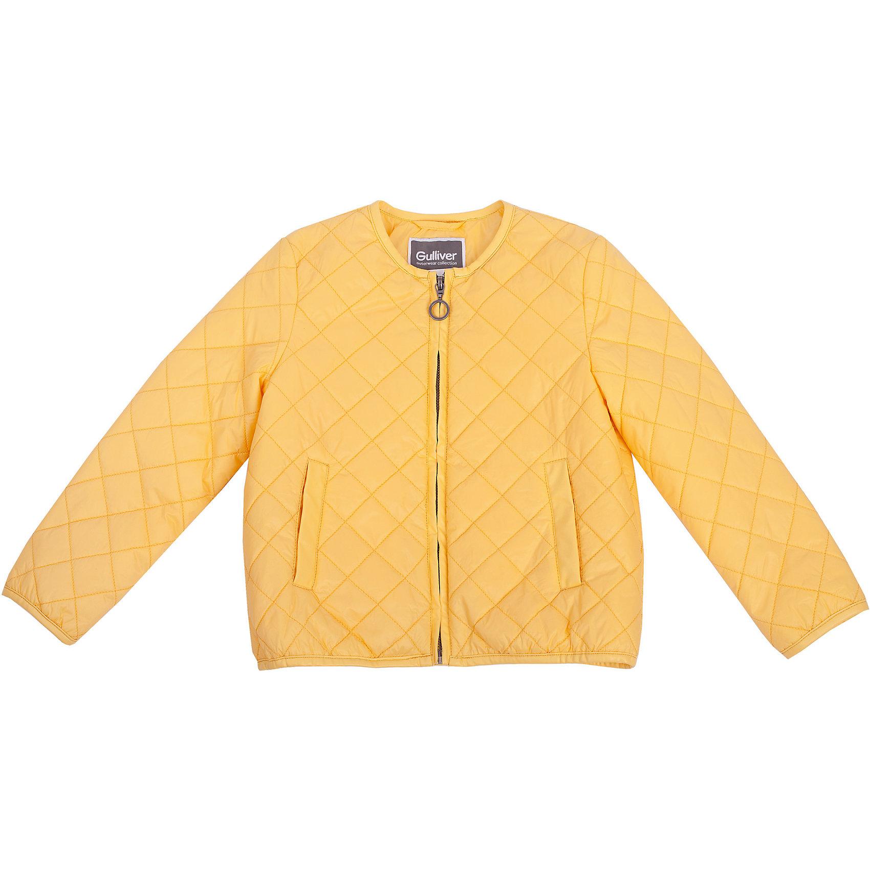 Куртка для девочки GulliverКупить стеганую куртку для весны - значит, позаботиться о комфорте ребенка в период межсезонья, когда уже так хочется одеться легко, но погода еще бывает весьма обманчива. Яркая стеганая куртка создает настроение, притягивая солнечные лучи и восхищенные взгляды! Модный крой, укороченный прямой силуэт, отсутствие воротника делают куртку стильной, необычной, соответствующей последним тенденциям моды. Текстильная подкладка со значительным содержанием хлопка создает комфорт и удобство в повседневной носке.<br>Состав:<br>верх: 100% нейлон; подкладка: 50% хлопок  50% полиэстер; утеплитель: 100% полиэстер<br><br>Ширина мм: 356<br>Глубина мм: 10<br>Высота мм: 245<br>Вес г: 519<br>Цвет: желтый<br>Возраст от месяцев: 36<br>Возраст до месяцев: 48<br>Пол: Женский<br>Возраст: Детский<br>Размер: 104,110,116,98<br>SKU: 4534622