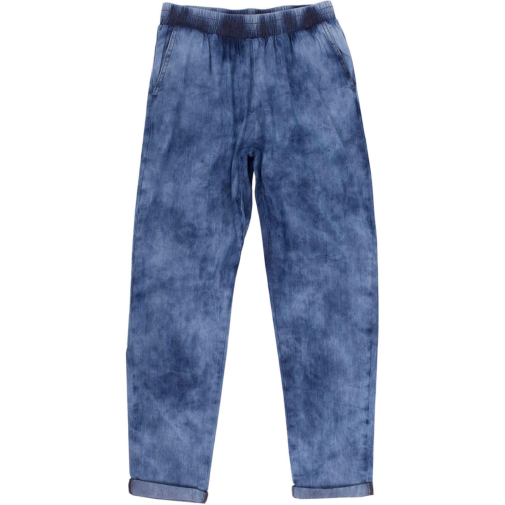 Джинсы для девочки GulliverДжинсовая одежда<br>Модные джинсовые брюки для девочки - отличный вариант на каждый день! Эту модель  называют брюки-каррот (брюки-морковки), т.к. они свободны в верхней части и заужены к низу. Брюки имеют удобные карманы и пояс на резинке. Если вы решили купить модные летние брюки для девочки-подростка, эта модель - именно то, что нужно!<br>Состав:<br>100% хлопок<br><br>Ширина мм: 215<br>Глубина мм: 88<br>Высота мм: 191<br>Вес г: 336<br>Цвет: голубой<br>Возраст от месяцев: 120<br>Возраст до месяцев: 132<br>Пол: Женский<br>Возраст: Детский<br>Размер: 146,158,164,152<br>SKU: 4535058