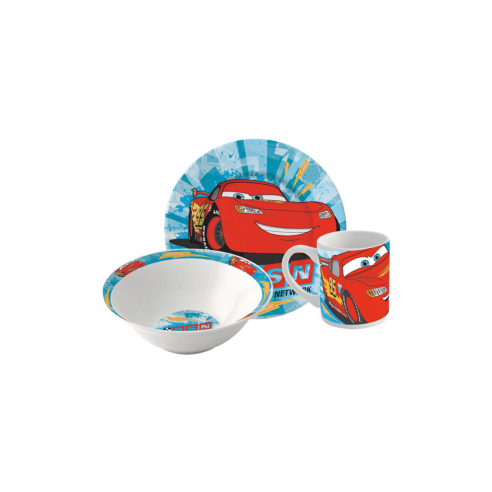 Набор керамической посуды Тачки (3 предмета)Если Ваш ребенок является поклонником  мультфильм «Тачки», то этот столовый набор, обязательно, придется ему по вкусу. На тарелке, миске и кружке Ваш малыш увидит любимые машинки, которые будут поднимать ему настроение во время приема пищи. Цветовая гамма изделия – ярко-голубой цвет и красная, улыбающаяся машина. Посуду легко мыть, можно использовать в СВЧ, а красочное изображение долго останется в целости.<br><br>Дополнительная информация: <br><br>возраст: от 3 лет<br>В набор входят:<br>- тарелка: 19 см.    <br>- миска: (? 17.5 см).<br>- кружки: 210 мл. <br>- материал: керамика<br>- размер упаковки: 25 * 9 * 20 см.<br><br>Набор керамической посуды Тачки (3 предмета)  можно купить в нашем интернет-магазине.<br><br>Ширина мм: 250<br>Глубина мм: 85<br>Высота мм: 200<br>Вес г: 973<br>Возраст от месяцев: 36<br>Возраст до месяцев: 108<br>Пол: Мужской<br>Возраст: Детский<br>SKU: 4536172
