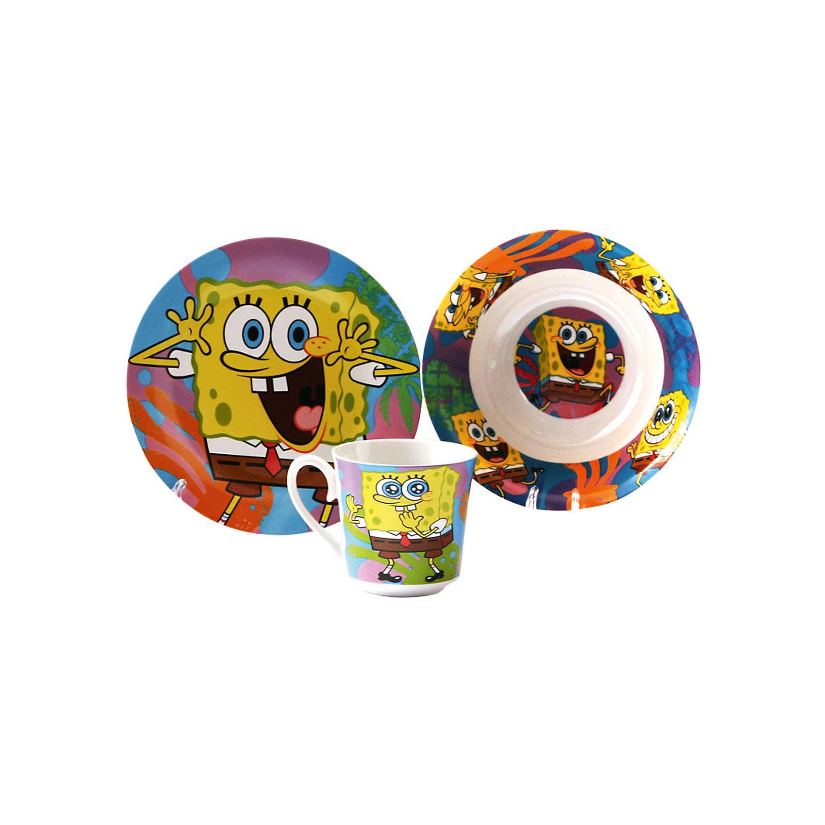 Набор керамической посуды Яркий мир (3 предмета), Губка БобГубка Боб<br>Набор керамической посуды Яркий мир (3 предмета), Губка Боб - яркая посуда с героем мультсериала Губка Боб порадует Вашего ребенка.<br>Красочный набор посуды Яркий мир выполненный из качественной керамики, идеально подойдет для повседневного использования. В комплект входят: тарелка, миска и кружка. Все предметы выполнены в оригинальном дизайне с изображением веселого, жизнерадостного Губки Боба. Набор упакован в подарочную коробку из плотного картона. Набор посуды непременно доставит массу удовольствия вашему ребенку. Допустимо использование в посудомоечной машине и СВЧ-печи.<br><br>Дополнительная информация:<br><br>- В наборе: кружка 220 мл, миска 18 см, тарелка 19 см.<br>- Материал: керамика<br>- Упаковка: подарочная картонная коробка<br>- Размер упаковки: 27х9х27 см.<br>- Вес: 1 кг.<br><br>Набор керамической посуды Яркий мир (3 предмета), Губка Боб можно купить в нашем интернет-магазине.<br><br>Ширина мм: 270<br>Глубина мм: 90<br>Высота мм: 270<br>Вес г: 1000<br>Возраст от месяцев: 36<br>Возраст до месяцев: 144<br>Пол: Унисекс<br>Возраст: Детский<br>SKU: 4536218