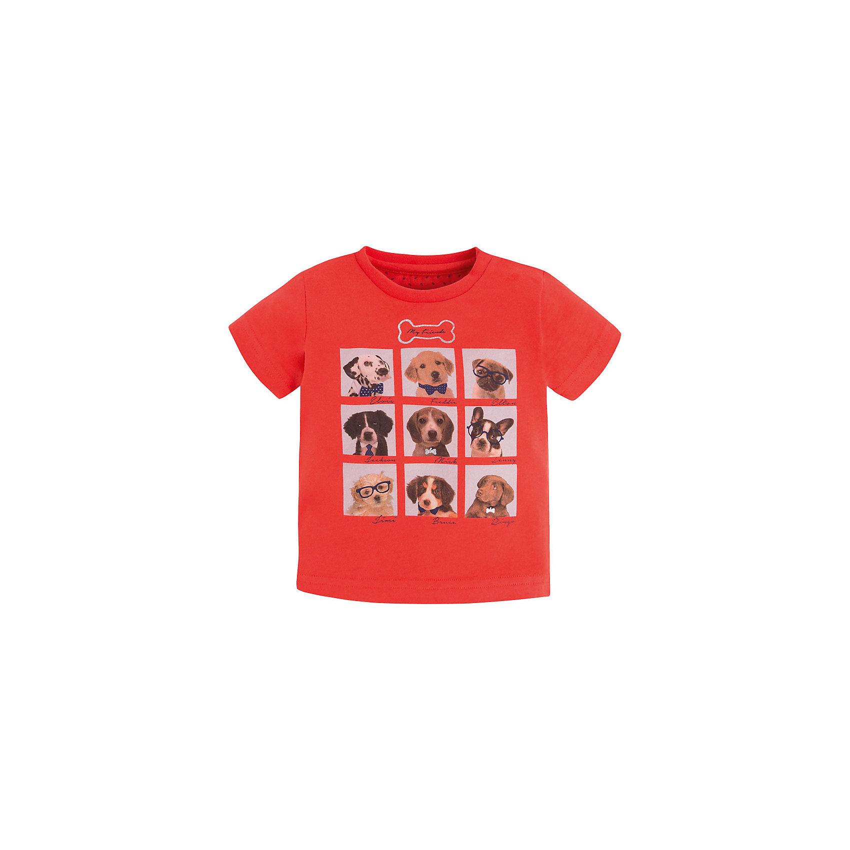 Футболка для мальчика MayoralФутболка для мальчика от известной испанской марки Mayoral дополнит летний гардероб ребенка и добавит яркие краски в образ юного модника. <br><br>Дополнительная информация:<br><br>- Мягкая, приятная к телу ткань.<br>- Округлый вырез горловины.<br>- Застегивается на кнопку на плече. <br>- Прямой крой. <br>- Отделка горловины: в мелкий рубчик. <br>- Яркий принт с изображением милых щенков.<br>- Состав: 100% хлопок.<br><br>Футболку для мальчика Mayoral (Майорал) можно купить в нашем магазине.<br><br>Ширина мм: 199<br>Глубина мм: 10<br>Высота мм: 161<br>Вес г: 151<br>Цвет: розовый<br>Возраст от месяцев: 6<br>Возраст до месяцев: 9<br>Пол: Мужской<br>Возраст: Детский<br>Размер: 74,92,86,80<br>SKU: 4537600