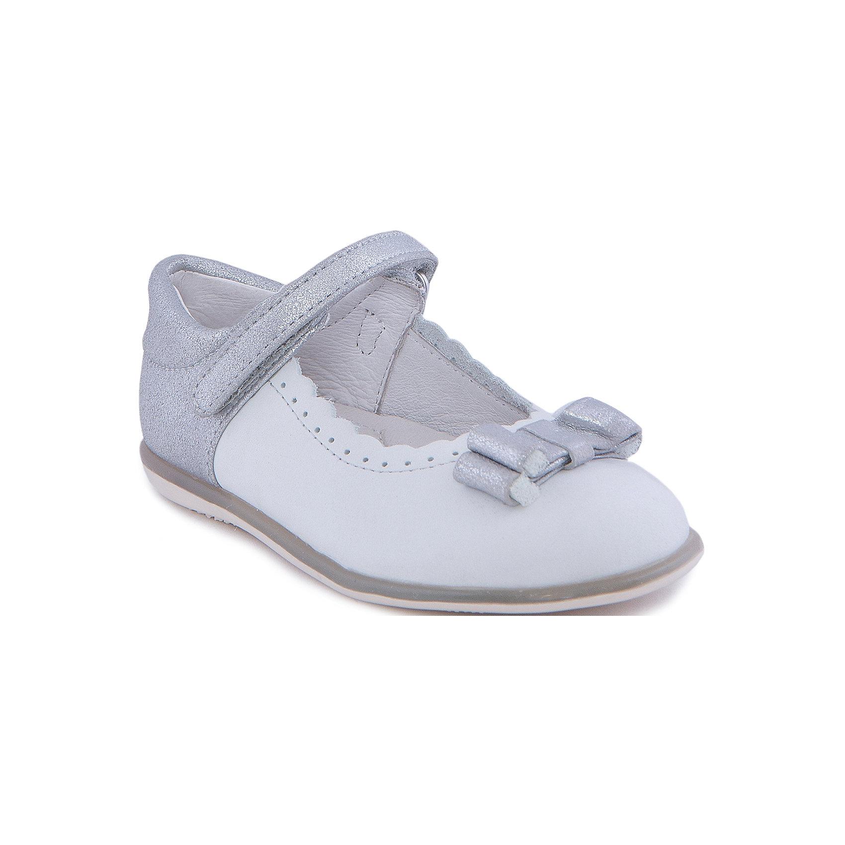Туфли для девочки MayoralОбувь<br>Стильные туфли от известной испанской марки Mayoral приведут в восторг всех юных модниц! <br><br>Дополнительная информация:<br><br>- Стильный дизайн. <br>- Рифленая подошва.<br>- Застегиваются на липучку.<br>- Вставки и серебряной кожи на ремешке и пятке.<br>- Украшены бантиком и металлическим сердцем. <br>- Декоративная перфорация. <br>- Состав: материал верха - 55% кожа, 45% замша; подкладка, стелька -  100% кожа; подошва - 100% синтетический материал. <br><br>Туфли Mayoral (Майорал) можно купить в нашем магазине.<br><br>Ширина мм: 227<br>Глубина мм: 145<br>Высота мм: 124<br>Вес г: 325<br>Цвет: серый<br>Возраст от месяцев: 12<br>Возраст до месяцев: 15<br>Пол: Женский<br>Возраст: Детский<br>Размер: 21,27,25,24,26,23,22<br>SKU: 4539349