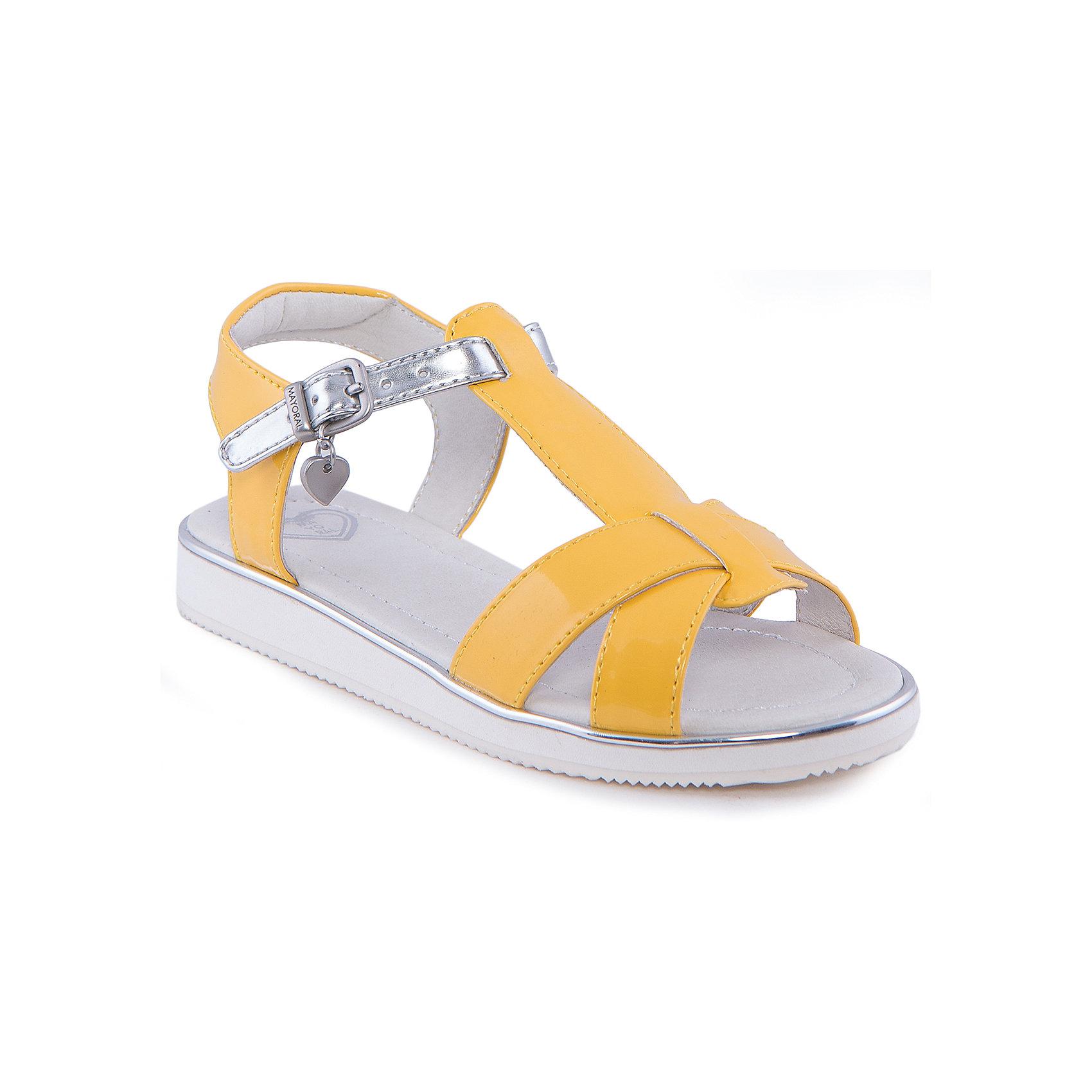 Сандалии для девочки  MayoralСандалии для девочки от известной марки Mayoral.<br><br>Яркие удобные сандалии дополнят образ девочки в новом весенне-летнем сезоне. Эта модель разработала специально для девочек, любящих платья и юбки - именно с женственными моделями такие туфли смотрятся особенно хорошо. Сделаны они из легкого, но прочного материала. Комфортно садятся по ноге и не натирают.<br><br>Особенности модели:<br><br>- цвет: желтый;<br>- плоская нескользящая подошва;<br>- материал - лакированная искусственная кожа;<br>- застежка-ремешок;<br>- подошва толстая;<br>- сбоку - металлический логотип в виде сердца.<br><br>Дополнительная информация:<br><br>Состав: верх - искусственная кожа;<br>стелька - натуральная кожа;<br>подошва - полиуретан.<br><br>Сандалии для девочки от Mayoral (Майорал) можно купить в нашем магазине.<br><br>Ширина мм: 219<br>Глубина мм: 154<br>Высота мм: 121<br>Вес г: 343<br>Цвет: желтый<br>Возраст от месяцев: 60<br>Возраст до месяцев: 72<br>Пол: Женский<br>Возраст: Детский<br>Размер: 29,27,31,26,28,32,30<br>SKU: 4539906