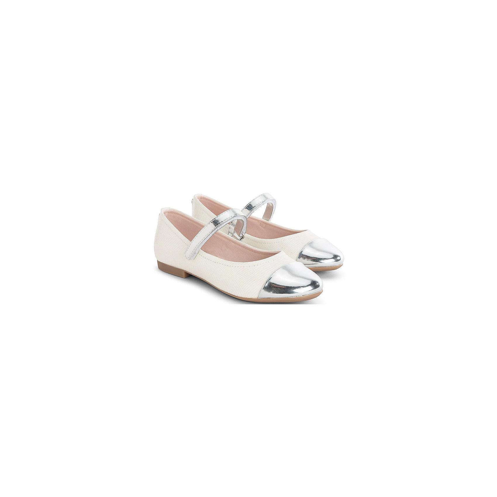 Туфли для девочки MayoralСтильные туфли от известной испанской марки Mayoral приведут в восторг всех юных модниц! <br><br>Дополнительная информация:<br><br>- Стильный дизайн. <br>- Небольшой каблук.<br>- Застегиваются на липучку.<br>- Вставки и серебряной кожи на ремешке и носу. <br>- Состав: материал верха - 100% полиуретан; подкладка, стелька - 70% хлопок, 18% кожа, 12% - полиуретан ; подошва - 100% полиуретан.<br><br>Туфли Mayoral (Майорал) можно купить в нашем магазине.<br><br>Ширина мм: 227<br>Глубина мм: 145<br>Высота мм: 124<br>Вес г: 325<br>Цвет: белый<br>Возраст от месяцев: 132<br>Возраст до месяцев: 144<br>Пол: Женский<br>Возраст: Детский<br>Размер: 35,33,34,37,36<br>SKU: 4540258