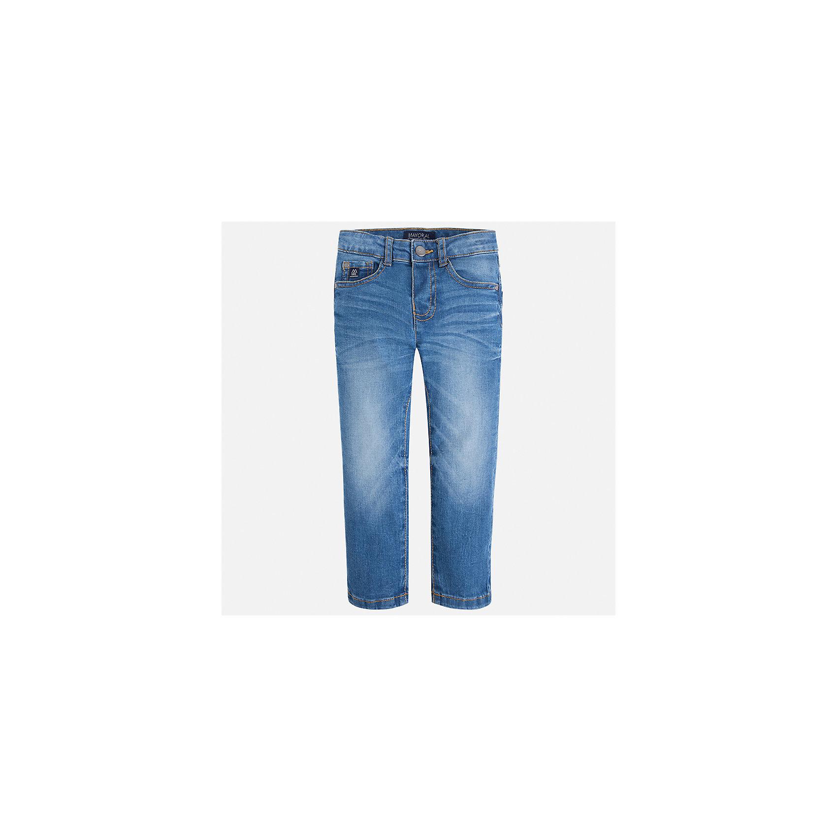 Джинсы для мальчика MayoralДжинсовая одежда<br>Характеристики товара:<br><br>• цвет: синий<br>• состав: 99% хлопок, 1% эластан<br>• шлевки<br>• карманы<br>• пояс с регулировкой объема<br>• эффект потертостей<br>• страна бренда: Испания<br><br>Джинсовые брюки для мальчика смогут стать базовой вещью в гардеробе ребенка. Они отлично сочетаются с майками, футболками, куртками и т.д. Универсальный крой и цвет позволяет подобрать к вещи верх разных расцветок. Практичное и стильное изделие! В составе материала - натуральный хлопок, гипоаллергенный, приятный на ощупь, дышащий.<br><br>Одежда, обувь и аксессуары от испанского бренда Mayoral полюбились детям и взрослым по всему миру. Модели этой марки - стильные и удобные. Для их производства используются только безопасные, качественные материалы и фурнитура. Порадуйте ребенка модными и красивыми вещами от Mayoral! <br><br>Джинсы для мальчика от испанского бренда Mayoral (Майорал) можно купить в нашем интернет-магазине.<br><br>Ширина мм: 215<br>Глубина мм: 88<br>Высота мм: 191<br>Вес г: 336<br>Цвет: синий<br>Возраст от месяцев: 18<br>Возраст до месяцев: 24<br>Пол: Мужской<br>Возраст: Детский<br>Размер: 92,104,110,128,134,98,122,116<br>SKU: 4541073