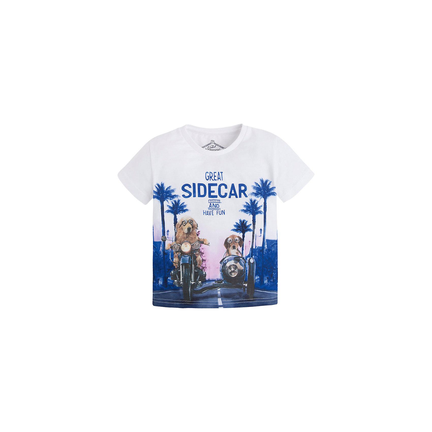 Футболка для мальчика MayoralФутболка для мальчика от известной испанской марки Mayoral <br><br>Модная футболка от Mayoral - отличный вариант одежды на каждый день! Она прекрасно сочетается с джинсами и шортами.  Модель выполнена из качественных материалов, отлично сидит по фигуре.<br><br>Особенности модели:<br><br>- цвет: синий, белый;<br>- рукава короткие;<br>- украшена принтом;<br>- натуральные материалы.<br><br>Дополнительная информация:<br><br>Состав: 100% хлопок<br><br>Футболку для мальчика Mayoral (Майорал) можно купить в нашем магазине.<br><br>Ширина мм: 199<br>Глубина мм: 10<br>Высота мм: 161<br>Вес г: 151<br>Цвет: белый<br>Возраст от месяцев: 96<br>Возраст до месяцев: 108<br>Пол: Мужской<br>Возраст: Детский<br>Размер: 92,128,110,98,104,116,122,134<br>SKU: 4541313
