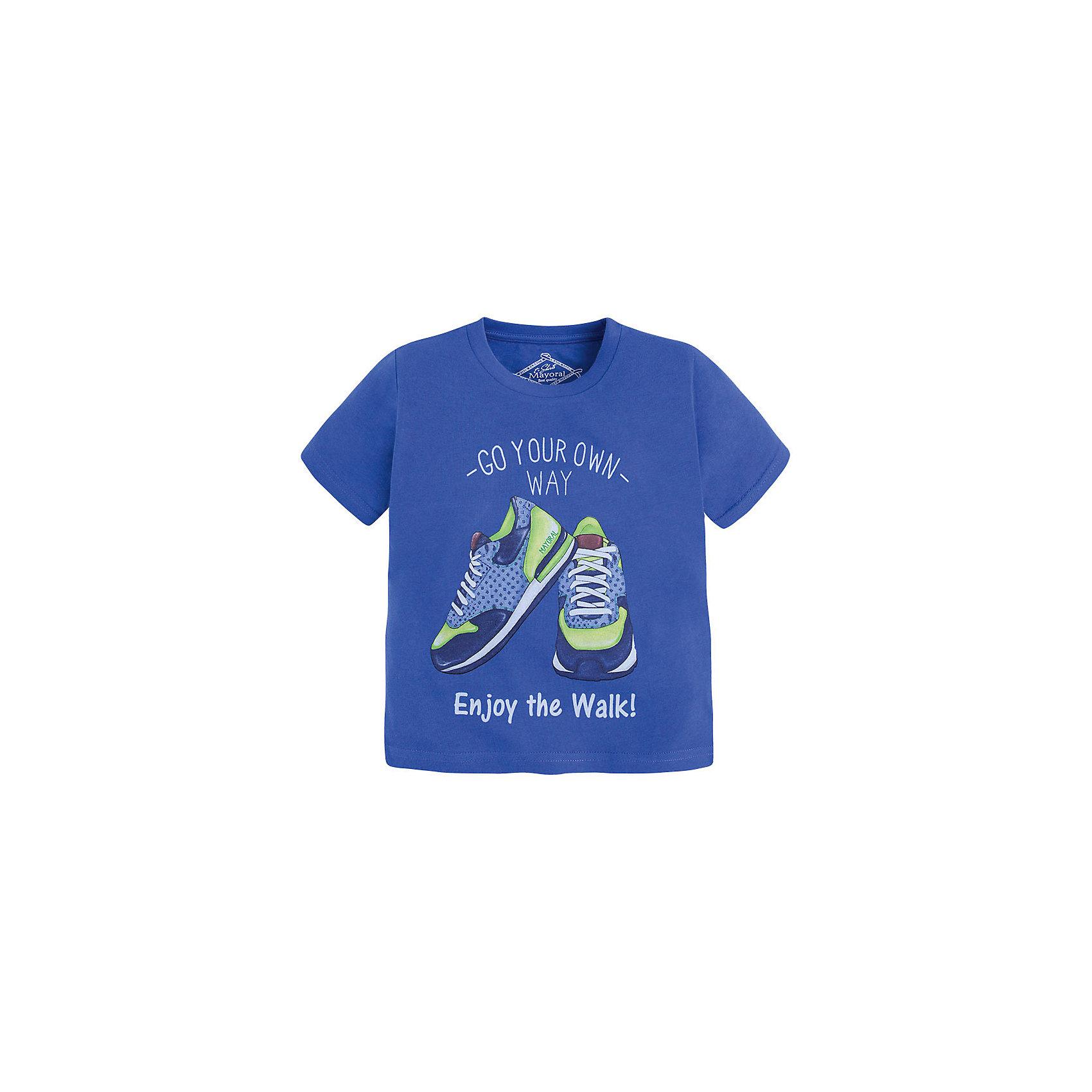 Футболка для мальчика MayoralФутболка для мальчика от известной испанской марки Mayoral <br><br>Стильная футболка от Mayoral - отличный вариант одежды на каждый день! Она прекрасно сочетается с джинсами и шортами.  Модель выполнена из качественных материалов, отлично сидит по фигуре.<br><br>Особенности модели:<br><br>- цвет: синий;<br>- рукава короткие;<br>- украшена принтом;<br>- окантовка ворота.<br><br>Дополнительная информация:<br><br>Состав: 65% полиэстер, 35% хлопок<br><br>Футболку для мальчика Mayoral (Майорал) можно купить в нашем магазине.<br><br>Ширина мм: 199<br>Глубина мм: 10<br>Высота мм: 161<br>Вес г: 151<br>Цвет: голубой<br>Возраст от месяцев: 72<br>Возраст до месяцев: 84<br>Пол: Мужской<br>Возраст: Детский<br>Размер: 122,134,128,116,98,104,110<br>SKU: 4541339