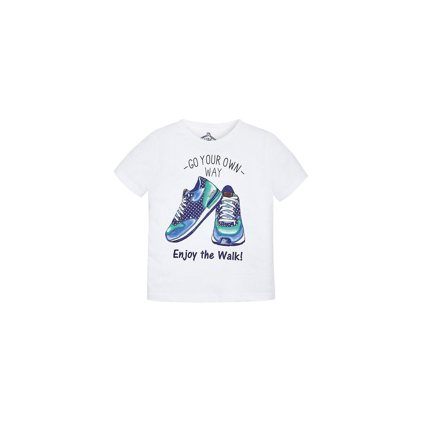 Футболка для мальчика MayoralФутболка для мальчика от известной испанской марки Mayoral <br><br>Стильная футболка от Mayoral - отличный вариант одежды на каждый день! Она прекрасно сочетается с джинсами и шортами.  Модель выполнена из качественных материалов, отлично садится по фигуре.<br><br>Особенности модели:<br><br>- цвет: белый;<br>- рукава короткие;<br>- украшена принтом;<br>- окантовка ворота.<br><br>Дополнительная информация:<br><br>Состав: 65% полиэстер, 35% хлопок<br><br>Футболку для мальчика Mayoral (Майорал) можно купить в нашем магазине.<br><br>Ширина мм: 199<br>Глубина мм: 10<br>Высота мм: 161<br>Вес г: 151<br>Цвет: белый<br>Возраст от месяцев: 72<br>Возраст до месяцев: 84<br>Пол: Мужской<br>Возраст: Детский<br>Размер: 122,134,128,116,104,98,110<br>SKU: 4541347