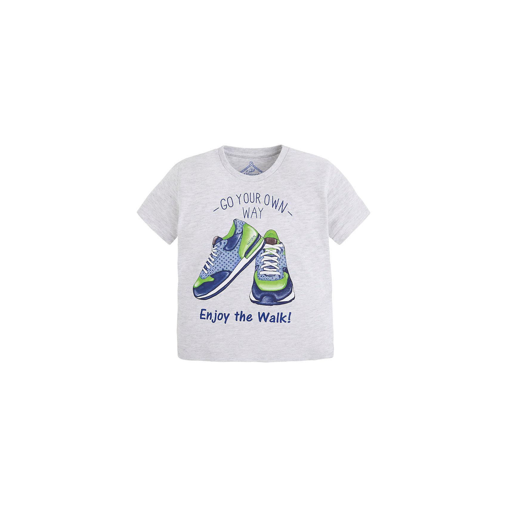 Футболка для мальчика MayoralФутболка для мальчика от известной испанской марки Mayoral <br><br>Стильная футболка от Mayoral - отличный вариант одежды на каждый день! Она прекрасно сочетается с джинсами и шортами.  Модель выполнена из качественных материалов, отлично сидит по фигуре.<br><br>Особенности модели:<br><br>- цвет: серый;<br>- рукава короткие;<br>- украшена принтом;<br>- окантовка ворота.<br><br>Дополнительная информация:<br><br>Состав: 65% полиэстер, 35% хлопок<br><br>Футболку для мальчика Mayoral (Майорал) можно купить в нашем магазине.<br><br>Ширина мм: 199<br>Глубина мм: 10<br>Высота мм: 161<br>Вес г: 151<br>Цвет: белый<br>Возраст от месяцев: 84<br>Возраст до месяцев: 96<br>Пол: Мужской<br>Возраст: Детский<br>Размер: 98,104,110,116,128,134,122<br>SKU: 4541355