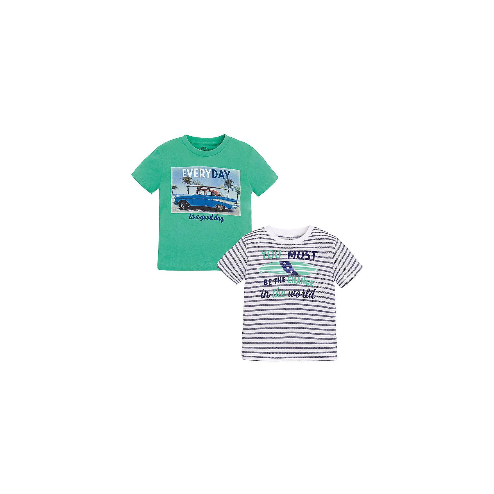 Футболка для мальчика, 2 шт. MayoralКомплект  из двух футболок для мальчика от известной испанской марки Mayoral <br><br>Комплект из двух стильных футболок с длинным рукавом от Mayoral – отличный вариант универсальной одежды для детей. Удобный крой и качественный материал обеспечит ребенку комфорт при ношении этих вещей. Натуральный хлопок в составе изделий делает материал дышащим и мягким.<br><br>Особенности модели:<br><br>- цвет: зеленый, синий, белый;<br>- рукава короткие;<br>- окантовка ворота;<br>- украшены принтом;<br>- натуральный материал.<br><br>Дополнительная информация:<br><br>Состав: 100% хлопок<br><br>Комплект из двух футболок для мальчика Mayoral (Майорал) можно купить в нашем магазине.<br><br>Ширина мм: 199<br>Глубина мм: 10<br>Высота мм: 161<br>Вес г: 151<br>Цвет: зеленый<br>Возраст от месяцев: 96<br>Возраст до месяцев: 108<br>Пол: Мужской<br>Возраст: Детский<br>Размер: 134,128,122,110,104,92,98,116<br>SKU: 4541372