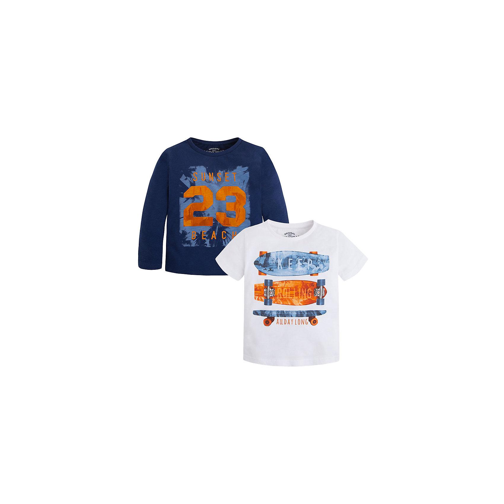 Комплект: футболка с длинным рукавом и футболка для мальчика MayoralКомплект из двух футболок для мальчика от известной испанской марки Mayoral <br><br>Комплект из двух стильных футболок от Mayoral – отличный вариант универсальной одежды для детей. Удобный крой и качественный материал обеспечит ребенку комфорт при ношении этих вещей. Натуральный хлопок в составе изделий делает материал дышащим и мягким.<br><br>Особенности модели:<br><br>- цвет: синий, белый;<br>- рукава короткие у одной и длинные у второй;<br>- окантовка ворота;<br>- украшены принтом;<br>- натуральный материал.<br><br>Дополнительная информация:<br><br>Состав: 100% хлопок<br><br>Комплект из двух футболок для мальчика Mayoral (Майорал) можно купить в нашем магазине.<br><br>Ширина мм: 230<br>Глубина мм: 40<br>Высота мм: 220<br>Вес г: 250<br>Цвет: серый<br>Возраст от месяцев: 72<br>Возраст до месяцев: 84<br>Пол: Мужской<br>Возраст: Детский<br>Размер: 122,104,110,98,116,134,128<br>SKU: 4541603