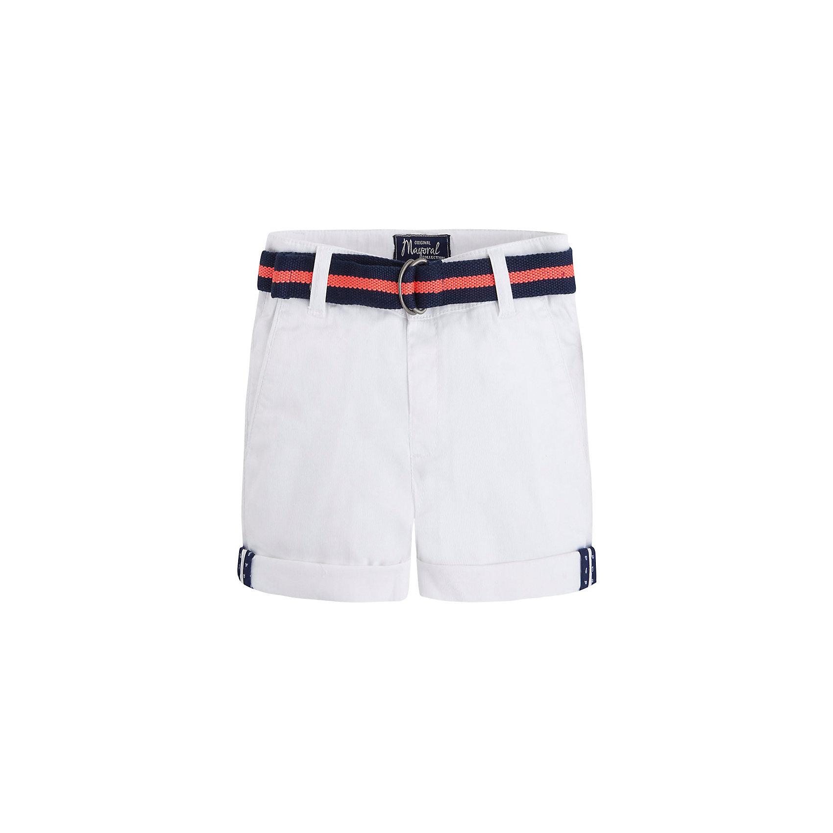 Шорты для мальчика MayoralШорты для мальчика от известной испанской марки Mayoral <br><br>Легкие шорты от Mayoral прекрасно сочетаются с футболками и рубашками. Пояс регулируется с помощью внутренней резинки. Модель выполнена из качественных материалов, отлично сидит по фигуре.<br><br>Особенности модели:<br><br>- цвет: белый;<br>- в комплекте - текстильный ремень;<br>- наличие карманов;<br>- отвороты;<br>- шлевки для ремня;<br>- внутренние резинки для регулировки пояса.<br><br>Дополнительная информация:<br><br>Состав: 98% хлопок, 2% эластан<br><br>Шорты для мальчика Mayoral (Майорал) можно купить в нашем магазине.<br><br>Ширина мм: 191<br>Глубина мм: 10<br>Высота мм: 175<br>Вес г: 273<br>Цвет: белый<br>Возраст от месяцев: 24<br>Возраст до месяцев: 36<br>Пол: Мужской<br>Возраст: Детский<br>Размер: 98,92,104,110,116,122,128,134<br>SKU: 4541862