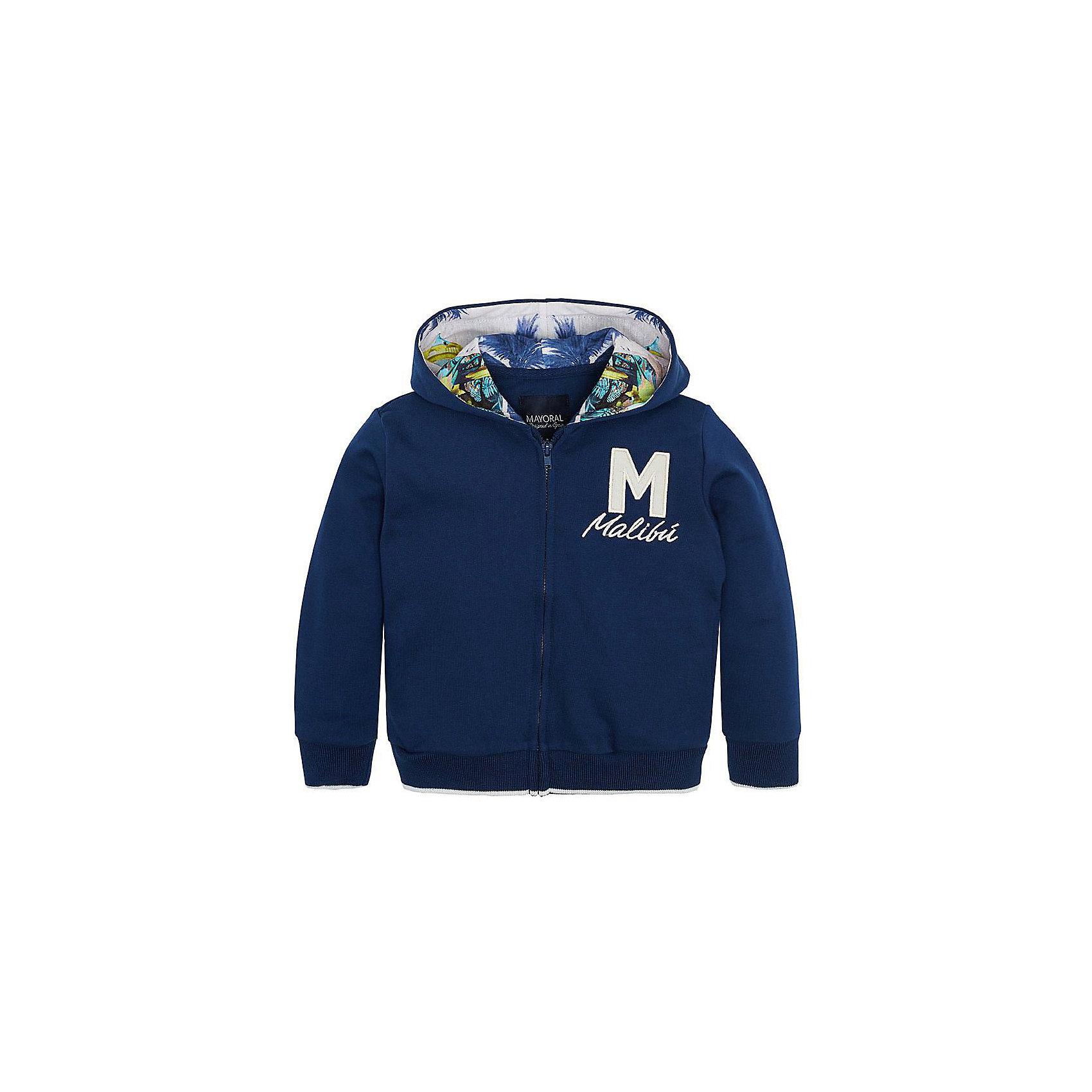 Толстовка для мальчика MayoralКуртка для мальчика от известной испанской марки Mayoral <br><br>Стильная объемная куртка от Mayoral очень оригинально и стильно смотрится. Она прекрасно сочетается с различным низом.  Модель выполнена из качественных материалов, отлично садится по фигуре.<br><br>Особенности модели:<br><br>- цвет: синий;<br>- рукава длинные;<br>- молния;<br>- украшена вышивкой;<br>- низ и рукава отделаны трикотажной резинкой;<br>- капюшон.<br><br>Дополнительная информация:<br><br>Состав: 57% хлопок, 43% полиэстер<br><br>Куртку для  мальчика Mayoral (Майорал) можно купить в нашем магазине.<br><br>Ширина мм: 356<br>Глубина мм: 10<br>Высота мм: 245<br>Вес г: 519<br>Цвет: серый<br>Возраст от месяцев: 36<br>Возраст до месяцев: 48<br>Пол: Мужской<br>Возраст: Детский<br>Размер: 92,110,98,104,116,134,122,128<br>SKU: 4542201