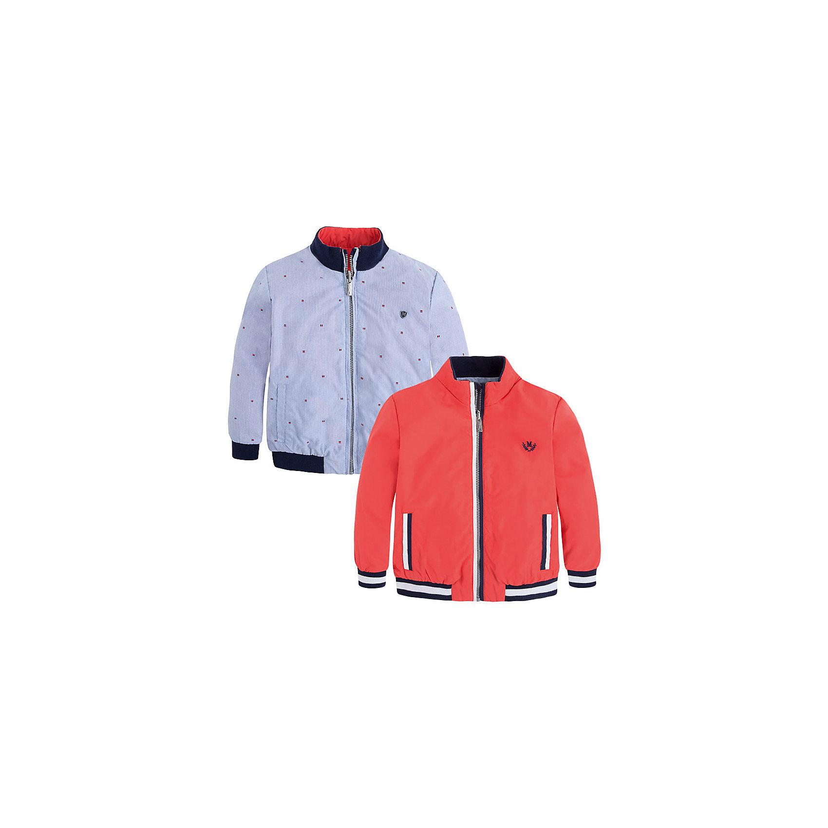 Ветровка для мальчика MayoralВерхняя одежда<br>Ветровка для мальчика от известной испанской марки Mayoral - прекрасный вариант для вашего ребенка.<br><br>Дополнительная информация:<br><br>- Двухсторонняя модель. <br>- Цвет: красный/голубой. <br>- Застегивается на молнию.<br>- Практичная водонепроницаемая ткань. <br>- Воротник-стойка.<br>- Манжеты и низ - с резинкой в рубчик. <br>- На груди - вышивка (на красной стороне); принт и аппликация (на голубой стороне). <br>- Состав: верх - 100% полиамид; подкладка - 100% хлопок.<br><br>Ветровку для мальчика Mayoral (Майорал) можно купить в нашем магазине.<br><br>Ширина мм: 356<br>Глубина мм: 10<br>Высота мм: 245<br>Вес г: 519<br>Цвет: розовый<br>Возраст от месяцев: 72<br>Возраст до месяцев: 84<br>Пол: Мужской<br>Возраст: Детский<br>Размер: 122,116,110,98,104,134,128,92<br>SKU: 4542251