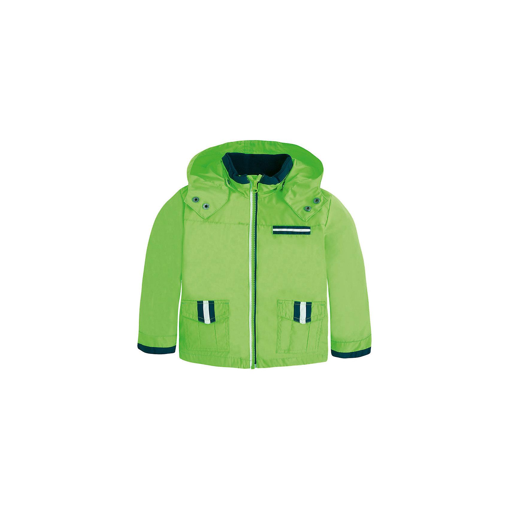 Ветровка для мальчика MayoralВетровка для мальчика от известной испанской марки Mayoral <br><br>Модная объемная ветровка от Mayoral очень оригинально и стильно смотрится. Она прекрасно сочетается с различным низом.  Модель выполнена из качественных материалов, отлично садится по фигуре.<br><br>Особенности модели:<br><br>- цвет: зеленый;<br>- рукава длинные;<br>- молния;<br>- украшена тесьмой;<br>- карманы;<br>- капюшон отстегивается.<br><br>Дополнительная информация:<br><br>Состав: 100% полиэстер<br><br>Ветровку для мальчика Mayoral (Майорал) можно купить в нашем магазине.<br><br>Ширина мм: 356<br>Глубина мм: 10<br>Высота мм: 245<br>Вес г: 519<br>Цвет: зеленый<br>Возраст от месяцев: 24<br>Возраст до месяцев: 36<br>Пол: Мужской<br>Возраст: Детский<br>Размер: 98,116,122,134,92,104,128,110<br>SKU: 4542278