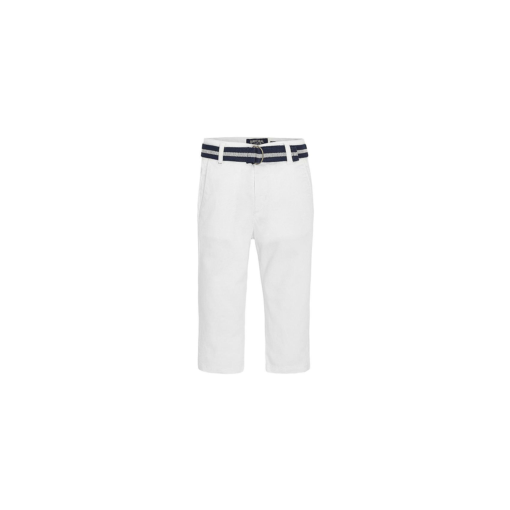 Брюки для мальчика MayoralБрюки для мальчика от известной испанской марки Mayoral <br><br>Модные брюки классического кроя от Mayoral. Они прекрасно сочетаются с разными вещами. Пояс регулируется с помощью резинки. Модель выполнена из качественных материалов, отлично сидит по фигуре.<br><br>Особенности модели:<br><br>- цвет: белый;<br>- крой брючин: прямой;<br>- наличие карманов;<br>- шлевки для ремня;<br>- в комплекте - текстильный ремень;<br>- внутренние резинки для регулировки пояса.<br><br>Дополнительная информация:<br><br>Состав: 98% хлопок, 2% эластан<br><br>Брюки для мальчика Mayoral (Майорал) можно купить в нашем магазине.<br><br>Ширина мм: 215<br>Глубина мм: 88<br>Высота мм: 191<br>Вес г: 336<br>Цвет: белый<br>Возраст от месяцев: 96<br>Возраст до месяцев: 108<br>Пол: Мужской<br>Возраст: Детский<br>Размер: 134,122,128,116,98,92,104,110<br>SKU: 4542554