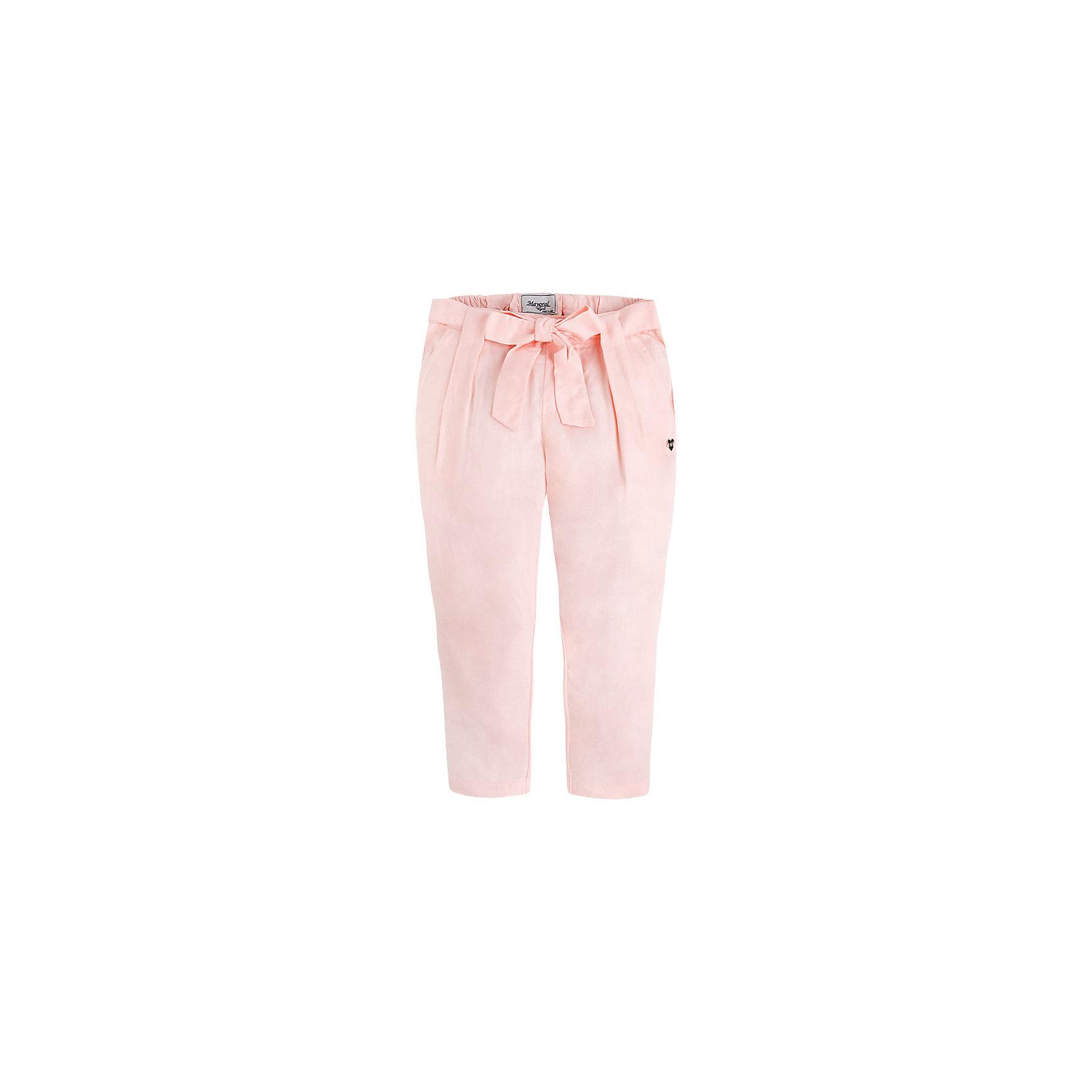 Брюки для девочки MayoralБрюки для девочки от известной испанской марки Mayoral <br><br>Легкие брюки от Mayoral - прекрасный вариант для юных модниц! Они прекрасно сочетаются с разными вещами. Отличный вариант на лето. Модель выполнена из качественных материалов, отлично сидят по фигуре.<br><br>Особенности модели:<br><br>- цвет: розовый;<br>- крой брючин: зауженный;<br>- бант на поясе;<br>- пояс на резинке.<br><br>Дополнительная информация:<br><br>Состав: 100% вискоза<br><br>Брюки для девочки Mayoral (Майорал) можно купить в нашем магазине.<br><br>Ширина мм: 215<br>Глубина мм: 88<br>Высота мм: 191<br>Вес г: 336<br>Цвет: бежевый<br>Возраст от месяцев: 72<br>Возраст до месяцев: 84<br>Пол: Женский<br>Возраст: Детский<br>Размер: 122,104,134,128,116,110,98<br>SKU: 4542628