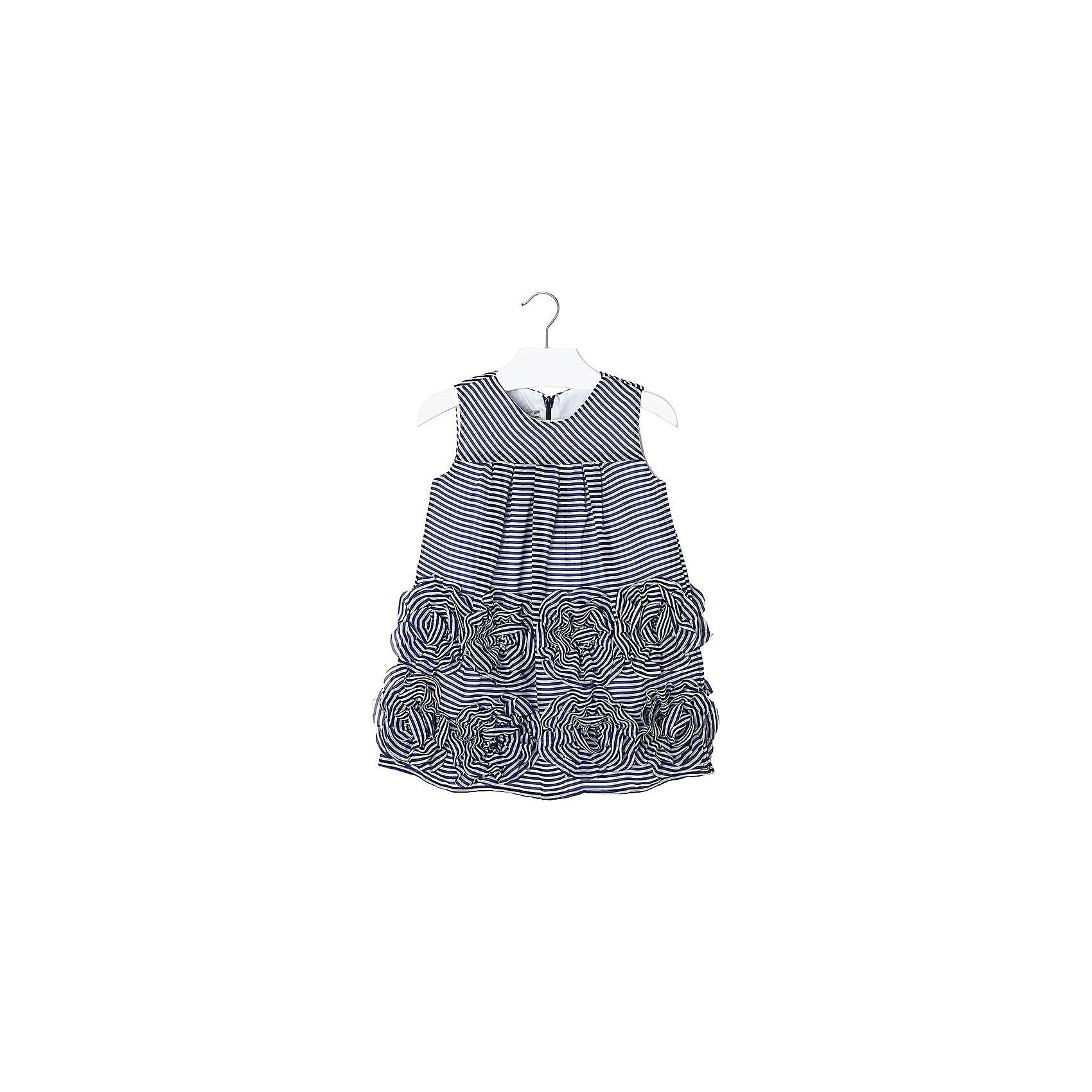 Платье для девочки MayoralОдежда<br>Платье для девочки от известной испанской марки Mayoral оригинальная модель, которая обязательно понравится юной моднице.<br><br>Дополнительная информация:<br><br>- Без рукавов.<br>- Полосатый принт.<br>- Застегивается на молнию сзади. <br>- Низ модели декорирован текстильными цветами. <br>- Состав: верх - 100% полиэстер; подкладка - 65% полиэстер, 35% хлопок. <br><br>Платье для девочки Mayoral (Майорал) можно купить в нашем магазине.<br><br>Ширина мм: 236<br>Глубина мм: 16<br>Высота мм: 184<br>Вес г: 177<br>Цвет: синий<br>Возраст от месяцев: 24<br>Возраст до месяцев: 36<br>Пол: Женский<br>Возраст: Детский<br>Размер: 98,128,116,104,110,134,122<br>SKU: 4543075