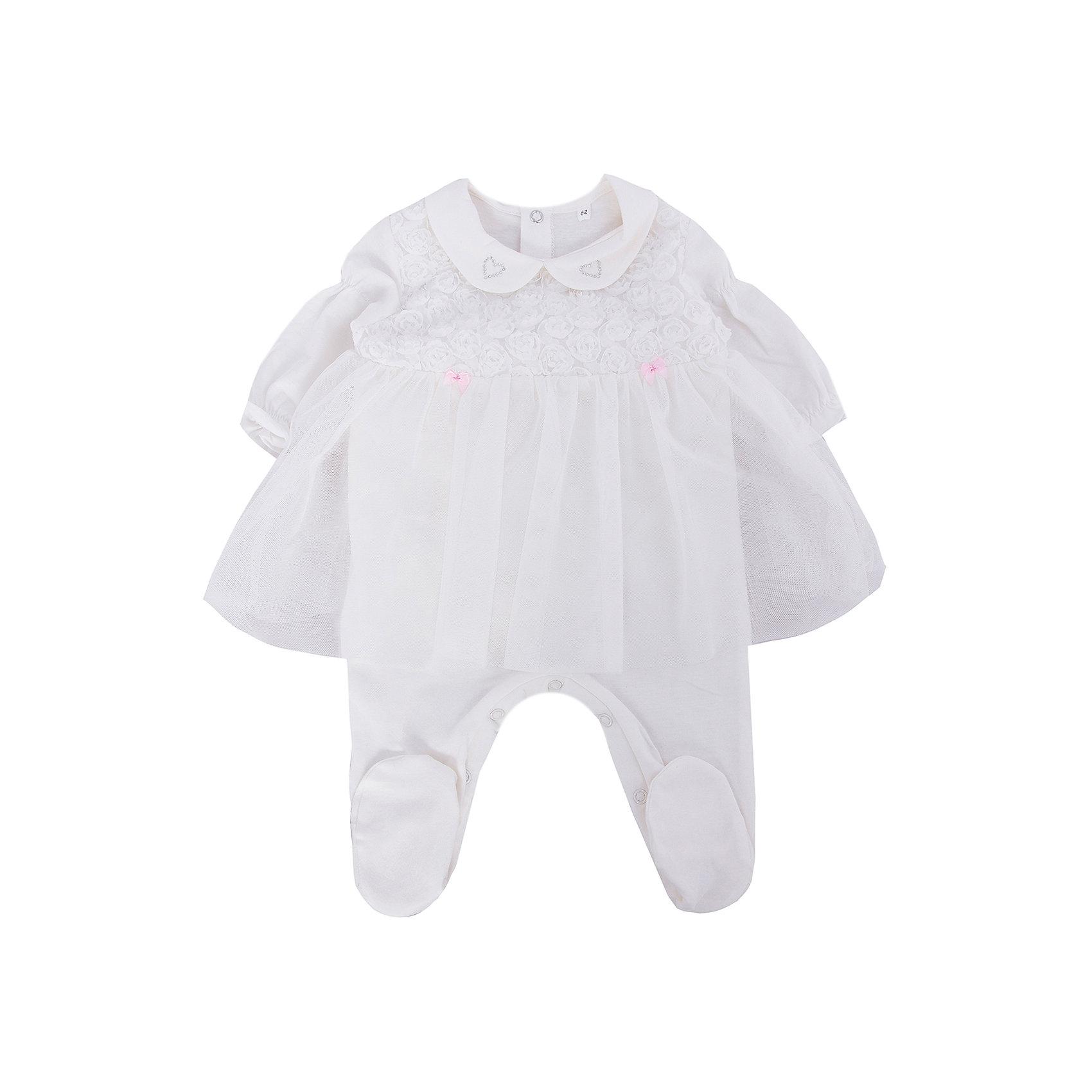 Комбинезон для девочки Soni KidsКомбинезон для девочки от популярной марки Soni Kids <br> <br>Удобный и нарядный комбинезон сшит из мягкого дышащего хлопка. Это гипоаллергенный материал, который отлично подходит для детской одежды. Правильный крой обеспечит ребенку удобство, не будет натирать и стеснять движения. <br> <br>Особенности модели: <br> <br>- цвет - белый; <br>- материал - натуральный хлопок; <br>- отделка текстильными цветами; <br>- длинные рукава; <br>- отложной воротник; <br>- имитация юбки; <br>- модель декорирована бантиками и стразами; <br>- застежки - кнопки на спине и внизу. <br> <br>Дополнительная информация: <br> <br>Состав: 100% хлопок <br> <br>Комбинезон для девочки от популярной марки Soni Kids (Сони Кидс) можно купить в нашем магазине.<br><br>Ширина мм: 157<br>Глубина мм: 13<br>Высота мм: 119<br>Вес г: 200<br>Цвет: белый<br>Возраст от месяцев: 3<br>Возраст до месяцев: 6<br>Пол: Женский<br>Возраст: Детский<br>Размер: 68,62,74<br>SKU: 4545009