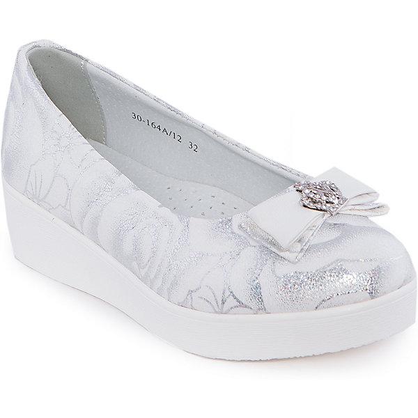Туфли для девочки Indigo kidsНарядная обувь<br>Туфли для девочки от известного бренда Indigo kids <br> <br>Изящные блестящие туфли отлично подойдут к праздничному наряду, а также они внесут яркую нотку в будничный ансамбль. Туфли легко надеваются, комфортно садятся по ноге, дают коже дышать. <br> <br>Особенности модели: <br> <br>- цвет: белый, серебристый; <br>- стильный дизайн; <br>- удобная колодка; <br>- небольшая подошва; <br>- подкладка из натуральной кожи; <br>- перфорация на подкладке, обеспечивающая вентиляцию; <br>- украшение - бант из кожи, стразы, принт; <br>- устойчивая нескользящая подошва; <br>- без застежки. <br> <br>Дополнительная информация: <br> <br>Состав: <br> <br>верх – искусственная кожа; <br>подкладка - натуральная кожа; <br>подошва - ТЭП. <br> <br>Туфли для девочки Indigo kids (Индиго Кидс) можно купить в нашем магазине.<br><br>Ширина мм: 227<br>Глубина мм: 145<br>Высота мм: 124<br>Вес г: 325<br>Цвет: белый<br>Возраст от месяцев: 156<br>Возраст до месяцев: 168<br>Пол: Женский<br>Возраст: Детский<br>Размер: 37,32,36,33,34,35<br>SKU: 4547754