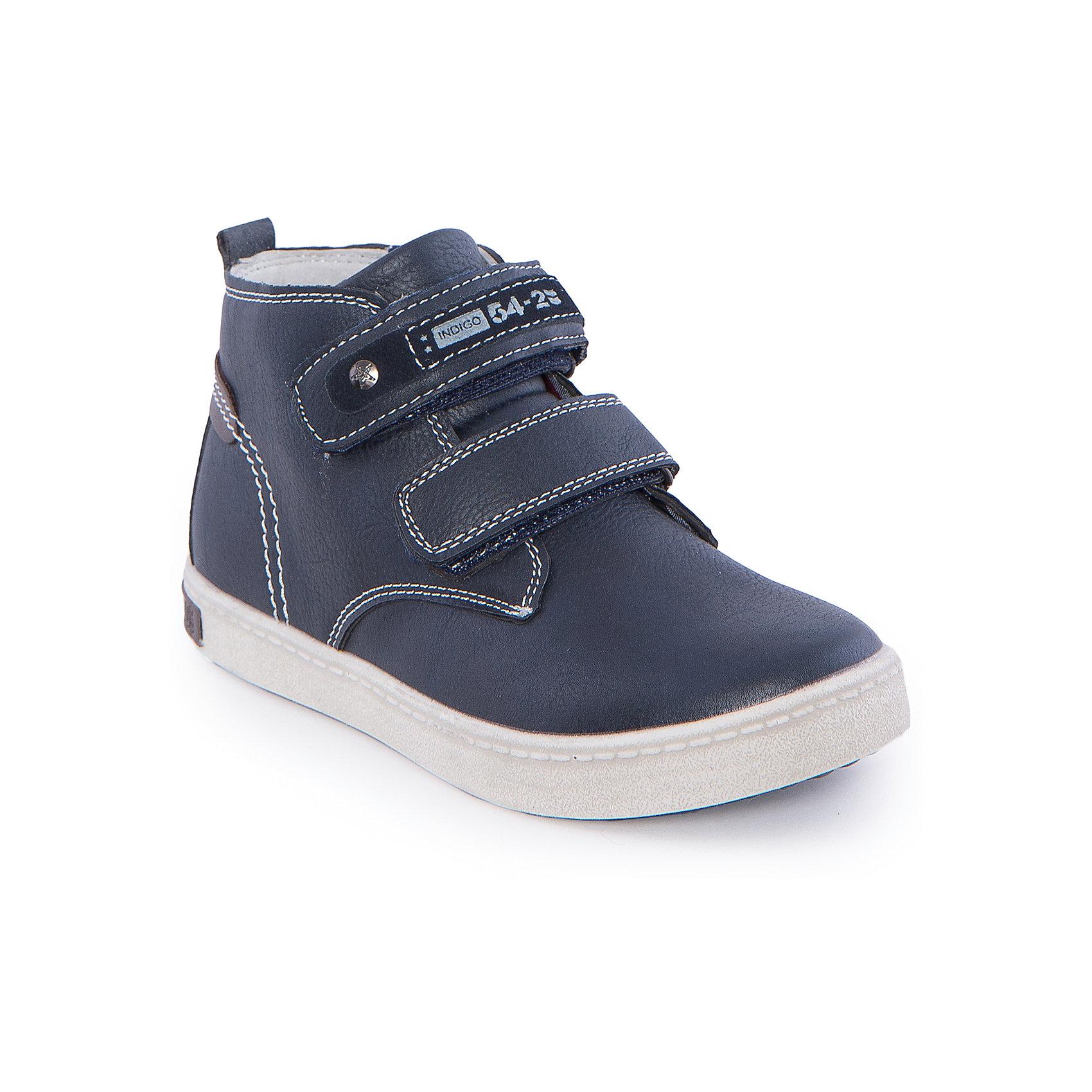 Ботинки для мальчика Indigo kidsБотинки для мальчика от известного бренда Indigo kids <br> <br>Оригинальные ботинки с завышенным голенищем созданы для прохладной погоды. Они очень стильно смотрятся. Ботинки легко надеваются, комфортно садятся по ноге, дают коже дышать. <br> <br>Особенности модели: <br> <br>- цвет: синий; <br>- стильный дизайн; <br>- удобная колодка; <br>- каблук; <br>- двойная контрастная прошивка; <br>- декорированы клепкой, нашивкой; <br>- устойчивая нескользящая подошва; <br>- застежка: липучки и молния. <br> <br>Дополнительная информация: <br> <br>Состав: <br> <br>верх – искусственная кожа; <br>подкладка - текстиль; <br>подошва - ТЭП. <br> <br>Температурный режим: <br>от +5°С до +20°С <br> <br>Ботинки для мальчика Indigo kids (Индиго Кидс) можно купить в нашем магазине.<br><br>Ширина мм: 262<br>Глубина мм: 176<br>Высота мм: 97<br>Вес г: 427<br>Цвет: синий<br>Возраст от месяцев: 144<br>Возраст до месяцев: 156<br>Пол: Мужской<br>Возраст: Детский<br>Размер: 36,31,32,33,34,35<br>SKU: 4547866