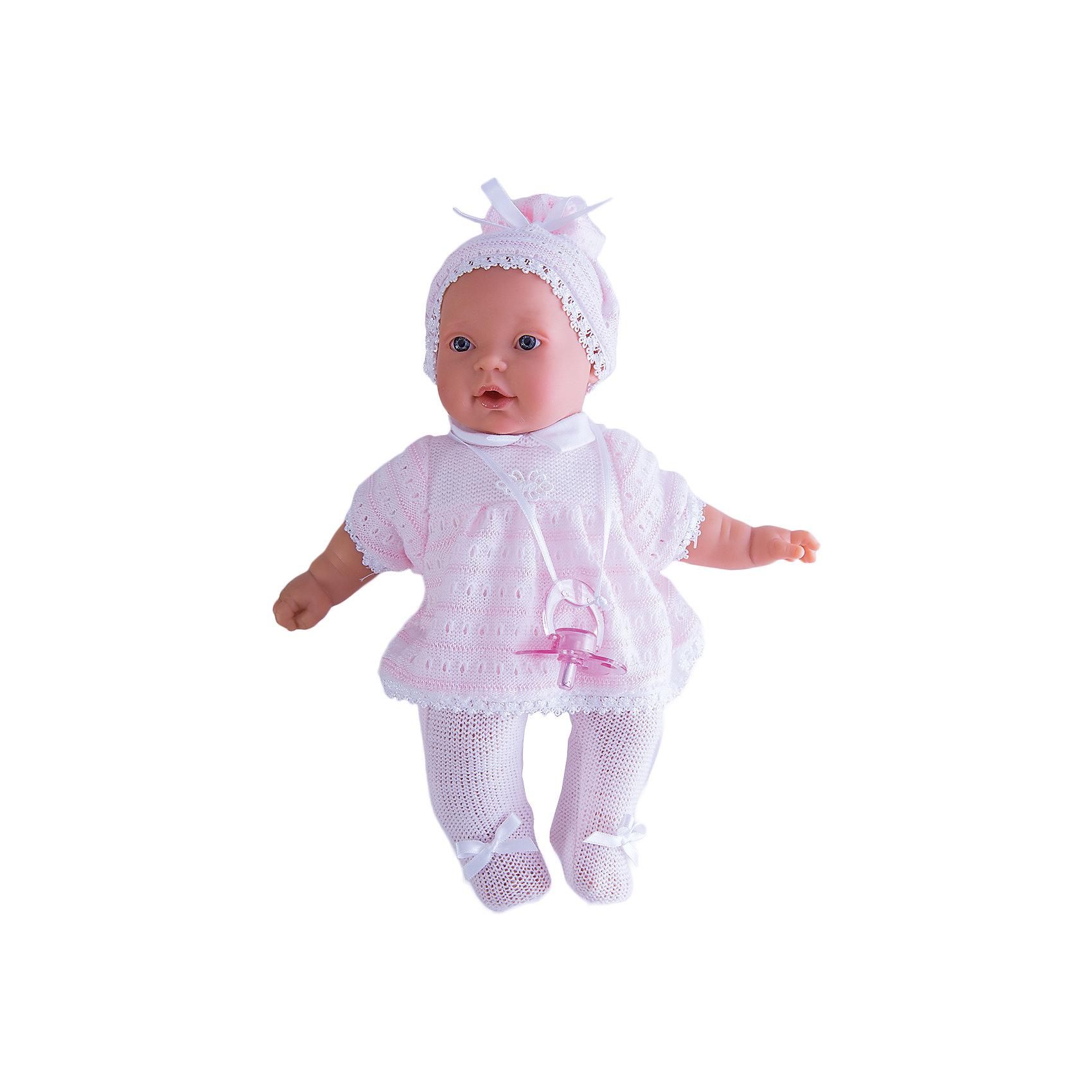 Кукла Лана в розовом, 27 см, Munecas Antonio JuanКлассические куклы<br>Кукла Лана в розовом, 27 см, Munecas Antonio Juan (Мунекас Антонио Хуан) - эта чудесная милая кукла станет любимицей Вашей девочки.<br>Кукла-младенец Лана порадует вашу малышку и подарит ей массу положительных эмоций. Вы влюбитесь в куклу с первого взгляда, стоит лишь посмотреть в ее очаровательные глазки.  Лана выглядит совсем как ребенок. Искусно выполненные детали, такие как складочки, на ручках, личико с детальными прорисовками, пухлые щечки и приоткрытые губки, придают кукле трогательный и реалистичный вид. О Лане надо заботиться, потому что она плачет, если ей вовремя не дать соску. Кукла одета в нежно-розовые ползунки с бантиками и кофточку. На голове у нее милая шапочка. Кофточка и шапочка украшены изящным кружевом. Все элементы наряда выполнены из высококачественного текстиля, который не вызывает аллергических реакций. Тельце у куклы мягко-набивное, голова, ручки и ножки сделаны из мягкого качественного винила. Голова, ручки и ножки подвижны. Кукла упакована в красивую подарочную коробку.<br><br>Дополнительная информация:<br><br>- В комплекте: кукла, соска<br>- Интерактивные функции куклы: выньте соску - кукла заплачет, вставьте соску в ротик - кукла замолчит<br>- Глаза куклы не закрываются<br>- Высоты куклы: 27 см.<br>- Материал: высококачественный винил, текстиль<br>- Батарейки: 3 типа АА (входят в комплект)<br>- Упаковка: подарочная коробка<br>- Размер упаковки: 31,5х18х10,5 см.<br>- Вес: 638 гр.<br><br>Куклу Лана в розовом, 27 см, Munecas Antonio Juan (Мунекас Антонио Хуан) можно купить в нашем интернет-магазине.<br><br>Ширина мм: 315<br>Глубина мм: 180<br>Высота мм: 105<br>Вес г: 638<br>Возраст от месяцев: 36<br>Возраст до месяцев: 84<br>Пол: Женский<br>Возраст: Детский<br>SKU: 4558043