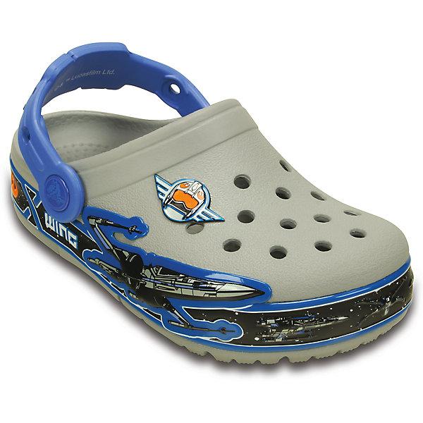 Сабо со светодиодами Kids' CrocsLights Star Wars X-Wing Clog CrocsПляжная обувь<br>Характеристики товара:<br><br>• цвет: синий<br>• материал: 100% полимер Croslite™<br>• встроенные светодиоды<br>• запас энергии элементов питания примерно 350 тыс. шагов<br>• вентиляционные отверстия<br>• украшены изображением с символикой в стиле Звездных войн<br>• бактериостатичный материал<br>• пяточный ремешок фиксирует стопу<br>• толстая устойчивая подошва<br>• отверстия для использования украшений<br>• анатомическая стелька с массажными точками стимулирует кровообращение<br>• страна бренда: США<br>• страна изготовитель: Китай<br><br>Для правильного развития ребенка крайне важно, чтобы обувь была удобной. Такие сабо обеспечивают детям необходимый комфорт, а анатомическая стелька с массажными линиями для стимуляции кровообращения позволяет ножкам дольше не уставать. Сабо легко надеваются и снимаются, отлично сидят на ноге. Материал, из которого они сделаны, не дает размножаться бактериям, поэтому такая обувь препятствует образованию неприятного запаха и появлению болезней стоп. Данная модель особенно понравится детям - ведь в подошве встроены мигающие светодиоды!<br>Обувь от американского бренда Crocs в данный момент завоевала широкую популярность во всем мире, и это не удивительно - ведь она невероятно удобна. Её носят врачи, спортсмены, звёзды шоу-бизнеса, люди, которым много времени приходится бывать на ногах - они понимают, как важна комфортная обувь. Продукция Crocs - это качественные товары, созданные с применением новейших технологий. Обувь отличается стильным дизайном и продуманной конструкцией. Изделие производится из качественных и проверенных материалов, которые безопасны для детей.<br><br>Сабо со светодиодами Kids' CrocsLights Star Wars X-Wing Clog от торговой марки Crocs можно купить в нашем интернет-магазине.<br>Ширина мм: 225; Глубина мм: 139; Высота мм: 112; Вес г: 290; Цвет: серый; Возраст от месяцев: -2147483648; Возраст до месяцев: 2147483647; Пол: Мужской; Возр