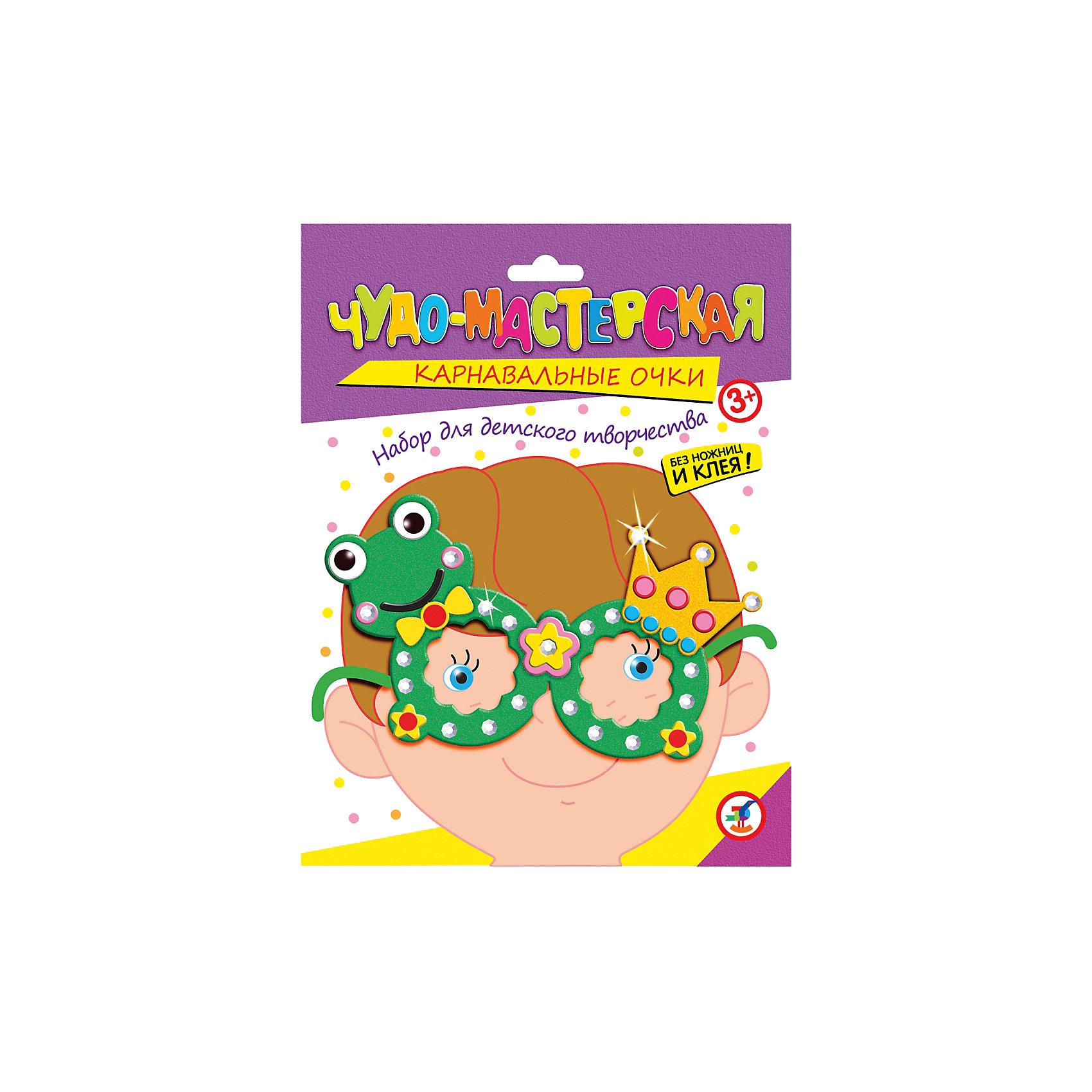 Праздничные очки ЛягушонокУвлекательный набор для творчества Лягушонок не только развлечет ребенка но и поможет изготовить своими руками яркий аксессуар для праздника или карнавала. В наборе Вы найдете все необходимое: пластиковые очки, детали из мягкого пластика ЭВА и стразы для украшения.<br>Ножницы и клей не требуются. Нанесите на оправу очков двустороннюю клейкую ленту, а затем найдите самую крупную деталь из мягкого пластика в форме очков и приклейте ее к оправе. Украсьте очки различными самоклеющимися деталями и стразами согласно образцу или по своему усмотрению. Забавные очки с фигуркой лягушонка создадут праздничное настроение и позволят легко перевоплотиться в персонажа веселого карнавала.<br><br>Дополнительная информация:<br><br>- В комплекте: пластмассовые очки, детали из мягкого пластика ЭВА, стразы, двусторонняя клейка лента.<br>- Материал: пластмасса, мягкий пластик ЭВА, картон.<br>- Размер упаковки: 20 x 15 x 1,5 см.<br>- Вес: 28 гр.<br><br>Праздничные очки Лягушонок, Дрофа Медиа, можно купить в нашем интернет-магазине.<br><br>Ширина мм: 155<br>Глубина мм: 200<br>Высота мм: 15<br>Вес г: 85<br>Возраст от месяцев: 36<br>Возраст до месяцев: 2147483647<br>Пол: Унисекс<br>Возраст: Детский<br>SKU: 4561867