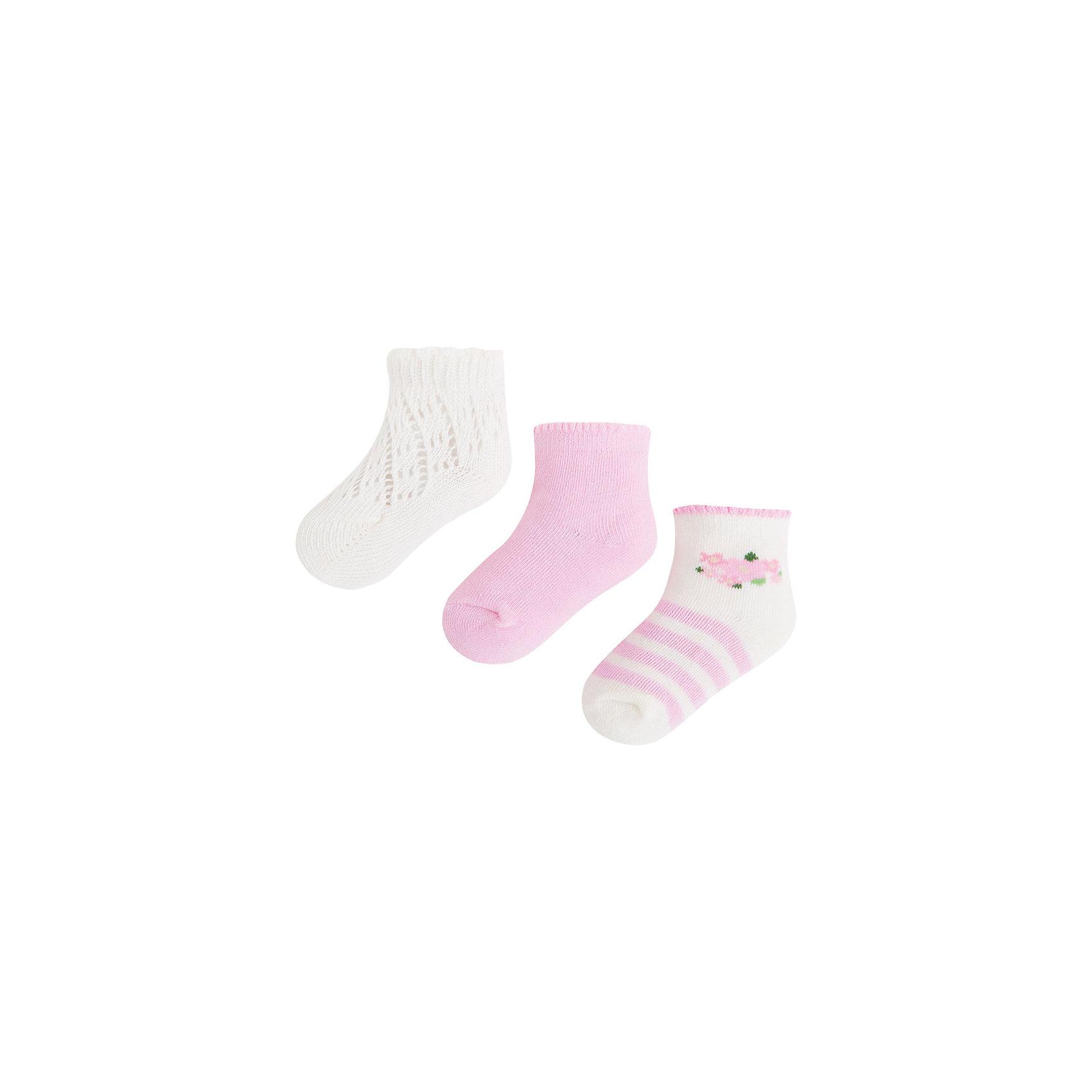 Носки для девочки, 3 пары MayoralНоски для девочки, 3 пары, от испанской марки Mayoral выполнены из мягкого трикотажного материала, хорошо облегают ногу.<br><br>Дополнительная информация:<br><br>- Мягкая трикотажная ткань.<br>- 3 дизайна:<br>- однотонные розовые; <br>- с принтом в полоску; <br>- белые с вязаным декором. <br>- Состав: 72% хлопок, 25% полиамид, 3% эластан.<br><br>Носки, 3 пары, для девочки Mayoral (Майорал) можно купить в нашем магазине.<br><br>Ширина мм: 162<br>Глубина мм: 171<br>Высота мм: 55<br>Вес г: 119<br>Цвет: розовый<br>Возраст от месяцев: 18<br>Возраст до месяцев: 24<br>Пол: Женский<br>Возраст: Детский<br>Размер: 2,0,1<br>SKU: 4563612