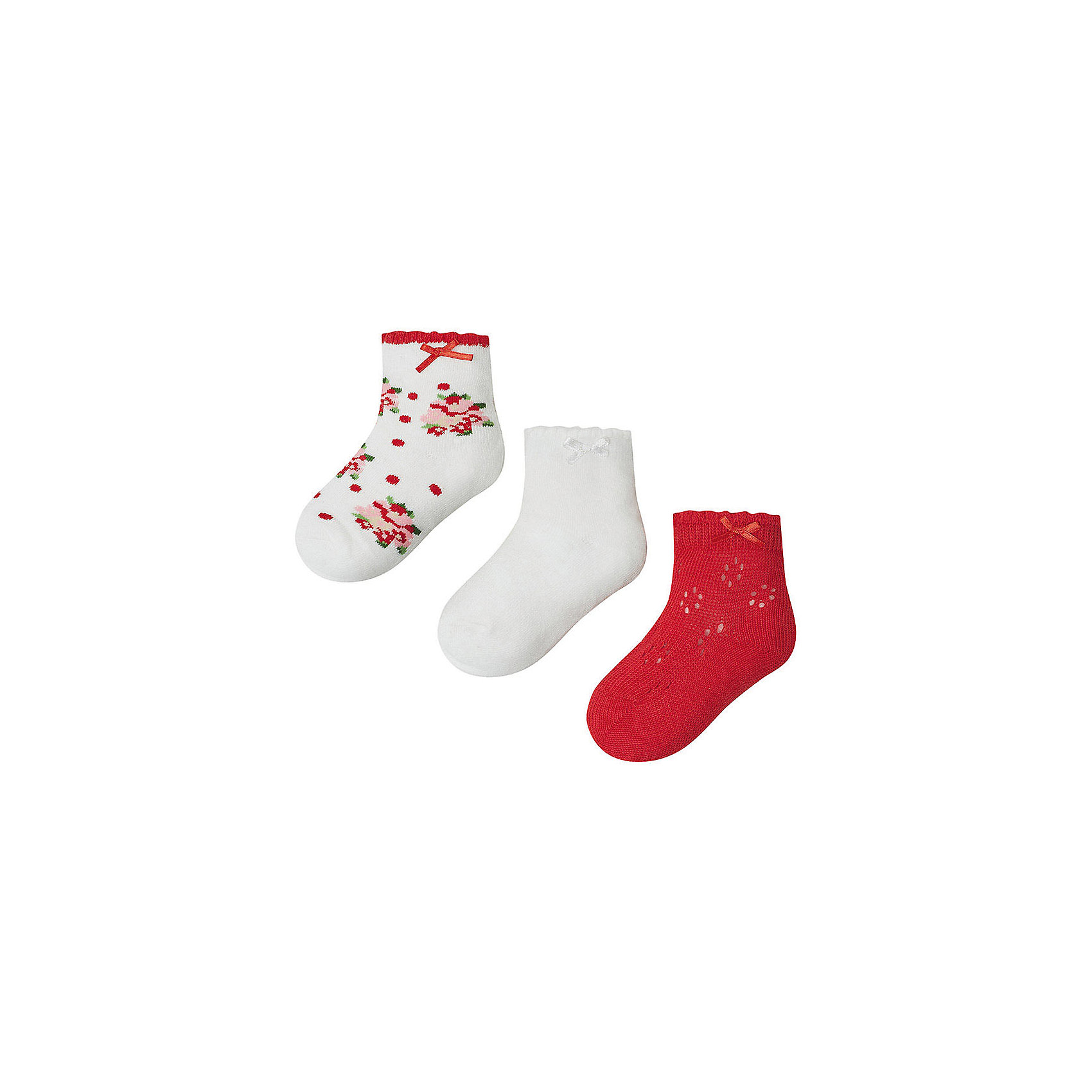 Носки для девочки, 3 пары MayoralНоски для девочки, 3 пары, от испанской марки Mayoral выполнены из мягкого трикотажного материала, хорошо облегают ногу.<br><br>Дополнительная информация:<br><br>- Мягкая трикотажная ткань.<br>- 3 дизайна, декорированные атласными бантиками:<br>- однотонные белые; <br>- с цветочным принтом;<br>- красные с вязаным декором. <br>- Состав: 72% хлопок, 25% полиамид, 3% эластан.<br><br>Носки, 3 пары для девочки Mayoral (Майорал) можно купить в нашем магазине.<br><br>Ширина мм: 162<br>Глубина мм: 171<br>Высота мм: 55<br>Вес г: 119<br>Цвет: красный<br>Возраст от месяцев: 84<br>Возраст до месяцев: 96<br>Пол: Женский<br>Возраст: Детский<br>Размер: 8,2,6,4<br>SKU: 4563636