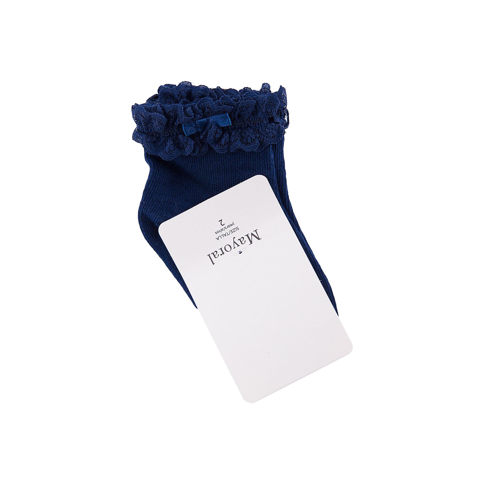 Носки для девочки, 2 пары MayoralНоски для девочки, 2 пары для девочки от известной марки Mayoral<br><br>Мягкие и удобные носки не просто помогут сохранить ноги ребенка в тепле, они сделают девочку более нарядной. Эта модель разработала специально для девочек, любящих платья и юбки - именно с женственными моделями такие носочки смотрятся особенно хорошо. Сделаны они из материала с высоким процентом содержания хлопка. Комфортно садятся по ноге и не натирают.<br><br>Особенности модели:<br><br>- цвет: белый, синий;<br>- эластичный материал;<br>- высокий процент содержания хлопка;<br>- декорирована кружевом;<br>- два разных цвета в наборе.<br><br>Дополнительная информация:<br><br>Состав: 72% хлопок, 25% полиамид, 3% эластан<br><br>Носки для девочки, 2 пары для девочки от Mayoral (Майорал) можно купить в нашем магазине.<br><br>Ширина мм: 162<br>Глубина мм: 171<br>Высота мм: 55<br>Вес г: 119<br>Цвет: синий<br>Возраст от месяцев: 36<br>Возраст до месяцев: 48<br>Пол: Женский<br>Возраст: Детский<br>Размер: 4,6,2,8<br>SKU: 4563651