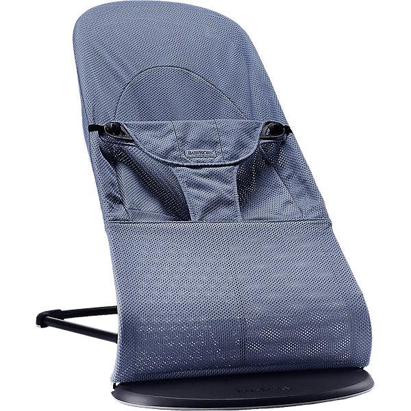 Кресло-шезлонг Balance Mesh, BabyBjorn, синийДетские шезлонги<br>Современное и удобное кресло-шезлонг Balance Mesh, BabyBjorn - замечательное место для игр и отдыха малыша с самого рождения. Эргономичная конструкция сиденья обеспечивает оптимальную поддержку головы, шеи и спины малыша, мягкие ткани и округлые формы создают ощущение уюта и комфорта. В зависимости от возраста и потребностей ребенка устройство можно использовать в двух режимах - шезлонг или кресло. Шезлонг рекомендуется использовать для новорожденных (от 3,5 кг.) и малышей до 6 мес. Спинка имеет три положения: игра, отдых и сон, при этом для каждого положения предусмотрен максимальный вес (игра - до 9 кг, отдых - до 9 кг, сон - до 7 кг.). Покачивание кресла-шезлонга обеспечивается за счет движений ребенка, доставляя ему радость и развивая моторику и баланс. Специальные поддерживающие трусики в нижней части шезлонга надежно фиксируют малыша в кресле. В данной серии они имеют улучшенную форму, а их верхняя часть выполнена в виде мягкой подушечки.<br><br>Для детей постарше, которые уже могут самостоятельно вставать и садиться, шезлонг трансформируется в удобное детское кресло. Для каждого положения в режиме кресло рекомендуется соблюдать следующий максимальный вес: игра - до 13 кг, отдых - до 10 кг, сон - до 7 кг: Модели серии Balance Mesh отличаются специально разработанным сетчатым материалом Mesh, который обладает высокой воздухопроницаемостью и влагопроводящими свойствами. Ткани, находящиеся в непосредственной близости к ребенку, протестированы и одобрены в соответствии со стандартом Oeko-Tex 100. Кресло легко и компактно складывается для хранения или транспортировки. Тканевый чехол легко снимается, допускается машинная стирка при 40°C. Подходит для детей от 0 месяцев до 2 лет, максимальный вес - 13 кг.<br><br>Дополнительная информация:<br><br>- Цвет: синий.<br>- Материал: 100% хлопок, 100%-ный полиэстер. <br>- Возраст: 0 мес. - 2 года.<br>- Размер в максимально высоком положении: 58 x 89 x 39 см.<br>