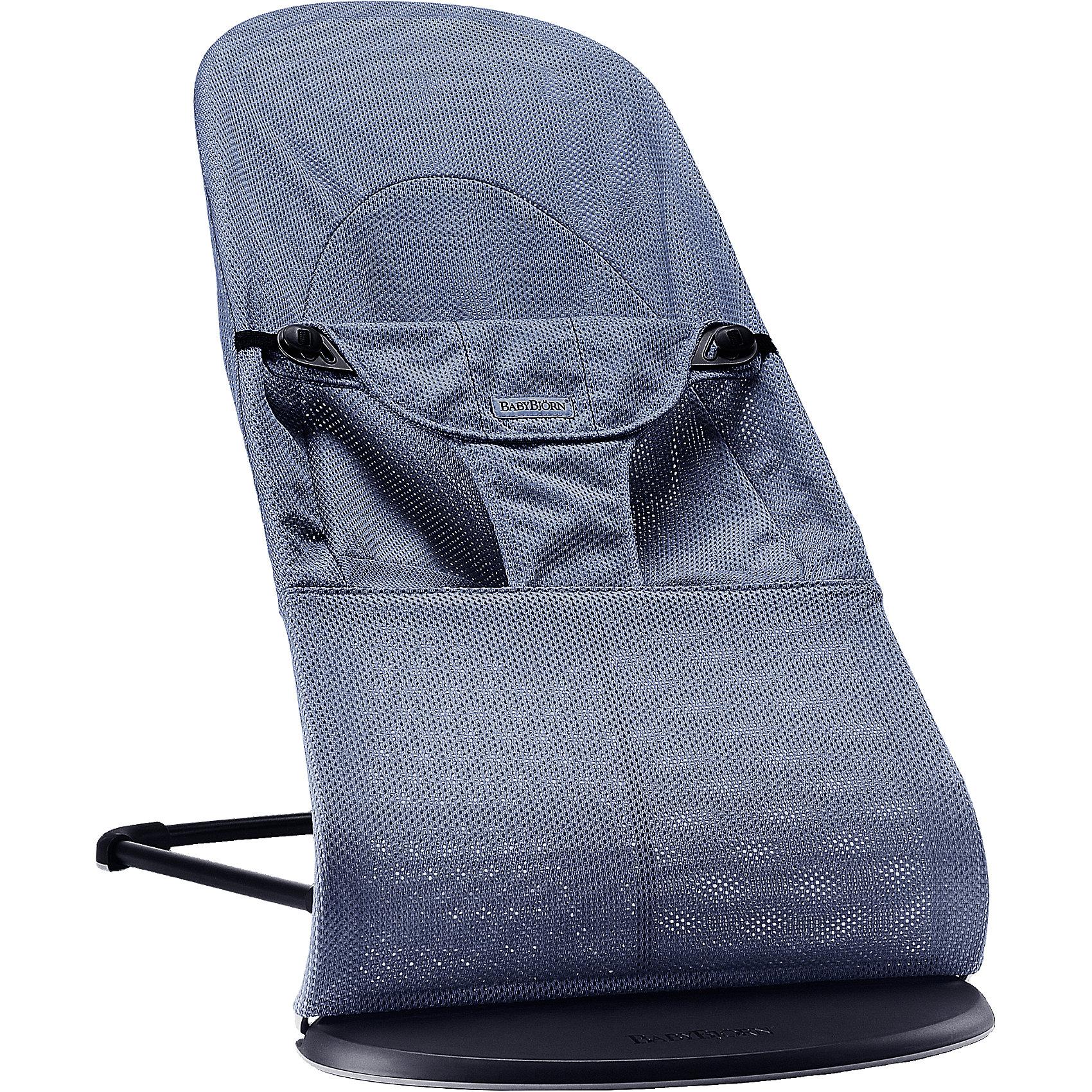 Кресло-шезлонг Balance Soft Air, BabyBjorn, синийШезлонги<br>Современное и удобное кресло-шезлонг Balance Soft Air, BabyBjorn - замечательное место для игр и отдыха малыша с самого рождения. Эргономичная конструкция сиденья обеспечивает оптимальную поддержку головы, шеи и спины малыша, мягкие ткани и округлые формы создают ощущение уюта и комфорта. В зависимости от возраста и потребностей ребенка устройство можно использовать в двух режимах - шезлонг или кресло. Шезлонг рекомендуется использовать для новорожденных (от 3,5 кг.) и малышей до 6 мес. Спинка имеет три положения: игра, отдых и сон, при этом для каждого положения предусмотрен максимальный вес (игра - до 9 кг, отдых - до 9 кг, сон - до 7 кг.). Покачивание кресла-шезлонга обеспечивается за счет движений ребенка, доставляя ему радость и развивая моторику и баланс. Специальные поддерживающие трусики в нижней части шезлонга надежно фиксируют малыша в кресле. В данной серии они имеют улучшенную форму, а их верхняя часть выполнена в виде мягкой подушечки.<br><br>Для детей постарше, которые уже могут самостоятельно вставать и садиться, шезлонг трансформируется в удобное детское кресло. Для каждого положения в режиме кресло рекомендуется соблюдать следующий максимальный вес: игра - до 13 кг, отдых - до 10 кг, сон - до 7 кг: Модели серии Balance Soft Air отличаются специально разработанным сетчатым материалом Mesh, который обладает высокой воздухопроницаемостью и влагопроводящими свойствами. Ткани, находящиеся в непосредственной близости к ребенку, протестированы и одобрены в соответствии со стандартом Oeko-Tex 100. Кресло легко и компактно складывается для хранения или транспортировки. Тканевый чехол легко снимается, допускается машинная стирка при 40°C. Подходит для детей от 0 месяцев до 2 лет, максимальный вес - 13 кг.<br><br>Дополнительная информация:<br><br>- Цвет: синий.<br>- Материал: 100% хлопок, 100%-ный полиэстер. <br>- Возраст: 0 мес. - 2 года.<br>- Размер в максимально высоком положении: 58 x 89 x 39 см.