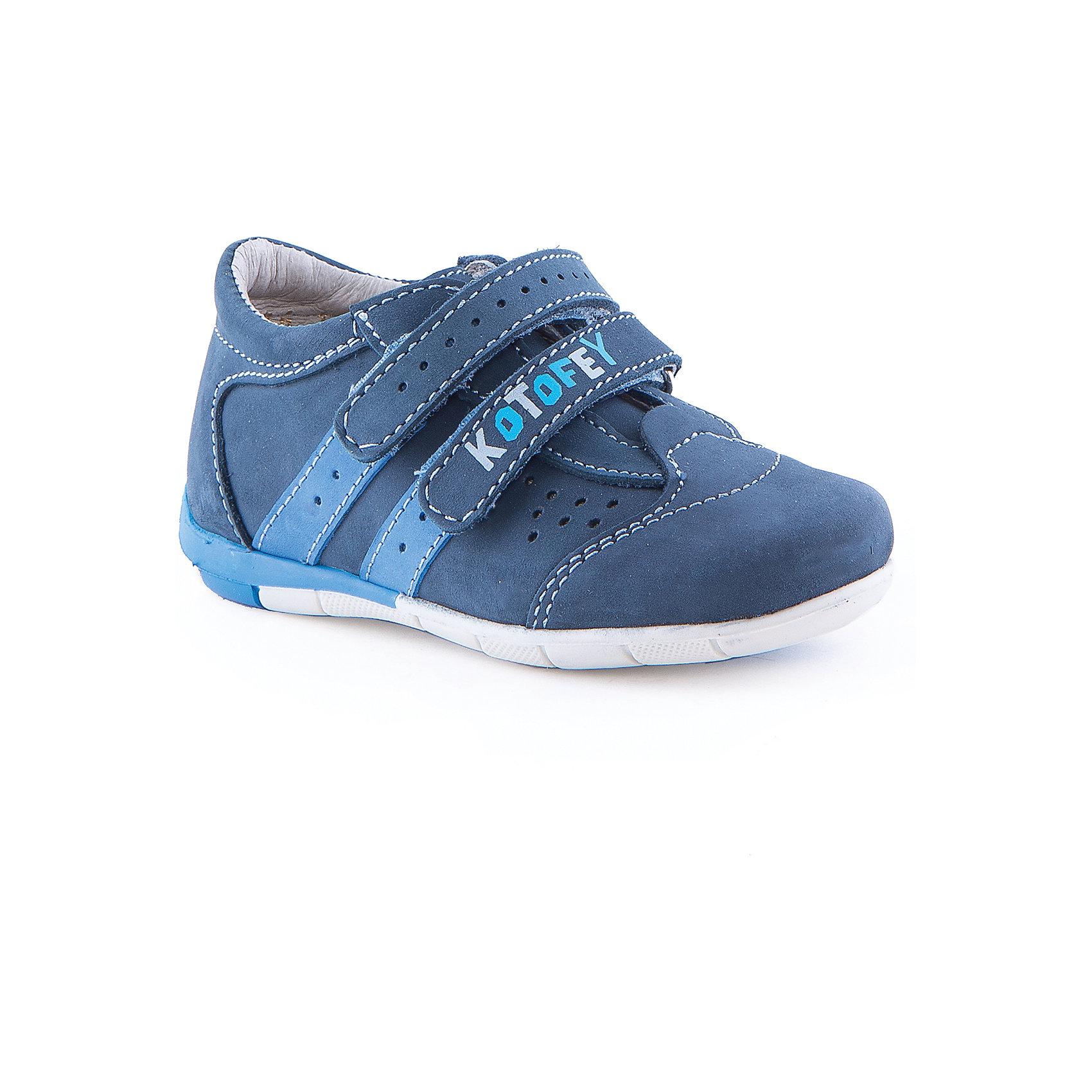 Полуботинки для мальчика КотофейБотинки для мальчика от известного российского бренда Котофей<br><br>Модные ботинки помогут защитить детские ножки от сырости и холода. Они легко надеваются, комфортно садятся по ноге. <br>Изделия рассчитаны на теплую и прохладную погоду. На липучке - бренд производителя.<br><br>Особенности модели:<br>- цвет - синий;<br>- декорированы логотипом;<br>- верх – натуральная кожа;<br>- комфортная колодка;<br>- подкладка из кожи;<br>- вид крепления – клеевой;<br>- защита пальцев;<br>- амортизирующая устойчивая подошва;<br>- застежка - липучки.<br><br>Дополнительная информация:<br><br>Температурный режим:<br>от +10° С до +20° С<br><br>Состав:<br>верх – натуральная кожа;<br>подкладка - натуральная кожа;<br>подошва - ТЭП.<br><br>Ботинки для мальчика Котофей можно купить в нашем магазине.<br><br>Ширина мм: 262<br>Глубина мм: 176<br>Высота мм: 97<br>Вес г: 427<br>Цвет: синий<br>Возраст от месяцев: 24<br>Возраст до месяцев: 24<br>Пол: Мужской<br>Возраст: Детский<br>Размер: 25,24,23,26<br>SKU: 4565621
