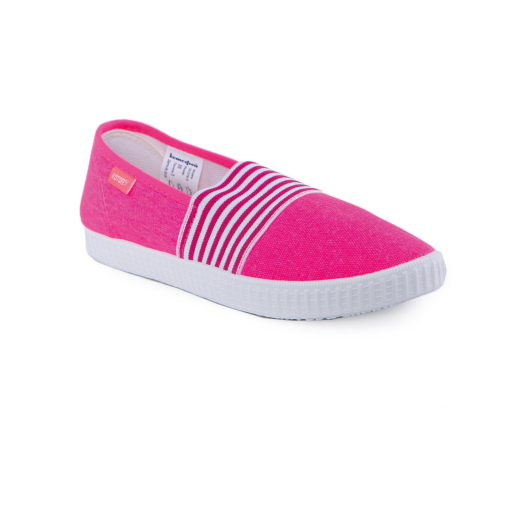 Туфли для девочки КотофейПолуботинки для девочки от известного российского бренда Котофей <br><br>Красивые полуботинки сделаны из материала, обеспечивающего воздухопроницаемость и вентиляцию ноги. Очень легко надеваются. <br>Специальная подошва позволяет избегать скольжения практически на любой поверхности.<br><br>Особенности модели:<br><br>- цвет: розовый;<br>- нескользящая подошва;<br>- декорированы полосатой резинкой;<br>- вид крепления обуви: клеевой;<br>- качественные материалы;<br>- без застежки;<br>- модный дизайн.<br><br><br>Дополнительная информация:<br><br>Состав: <br><br>верх - текстиль;<br>подкладка - текстиль;<br>подошва - ПВХ.<br><br>Полуботинки для девочки Котофей можно купить в нашем магазине.<br><br>Ширина мм: 262<br>Глубина мм: 176<br>Высота мм: 97<br>Вес г: 427<br>Цвет: фуксия<br>Возраст от месяцев: 144<br>Возраст до месяцев: 156<br>Пол: Женский<br>Возраст: Детский<br>Размер: 36,35,37,39,40,38<br>SKU: 4565764