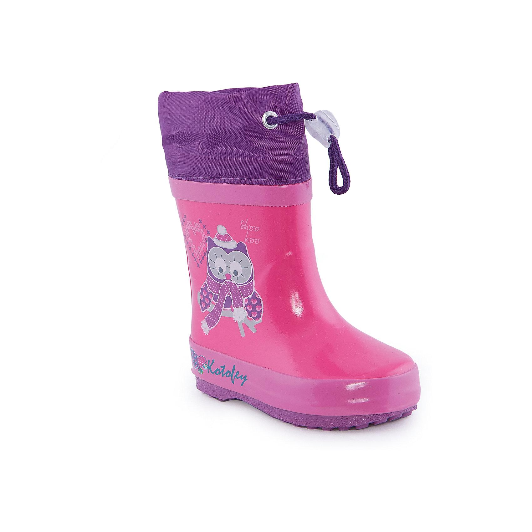 Резиновые сапожки для девочки КотофейСапожки для девочки от известного российского бренда Котофей <br><br>Яркие модные сапоги сделаны из качественной резины. Они позволят защитить ноги ребенка от сырости.<br>Высокое голенище с утяжкой защитит одежду от грязи и влаги.<br><br>Отличительные особенности модели:<br><br>- цвет: розовый;<br>- удобная колодка;<br>- утяжка со стоппером на голенище;<br>- качественные материалы;<br>- толстая устойчивая подошва;<br>- текстильная подкладка;<br>- декорированы принтом.<br><br>Дополнительная информация:<br><br>Температурный режим: от +5° С до +25° С.<br><br>Состав:<br>верх - резина;<br>подкладка - текстиль;<br>подошва - резина.<br><br>Сапожки для девочки Котофей можно купить в нашем магазине.<br><br>Ширина мм: 257<br>Глубина мм: 180<br>Высота мм: 130<br>Вес г: 420<br>Цвет: фуксия<br>Возраст от месяцев: 12<br>Возраст до месяцев: 15<br>Пол: Женский<br>Возраст: Детский<br>Размер: 21,22,23,20<br>SKU: 4565803